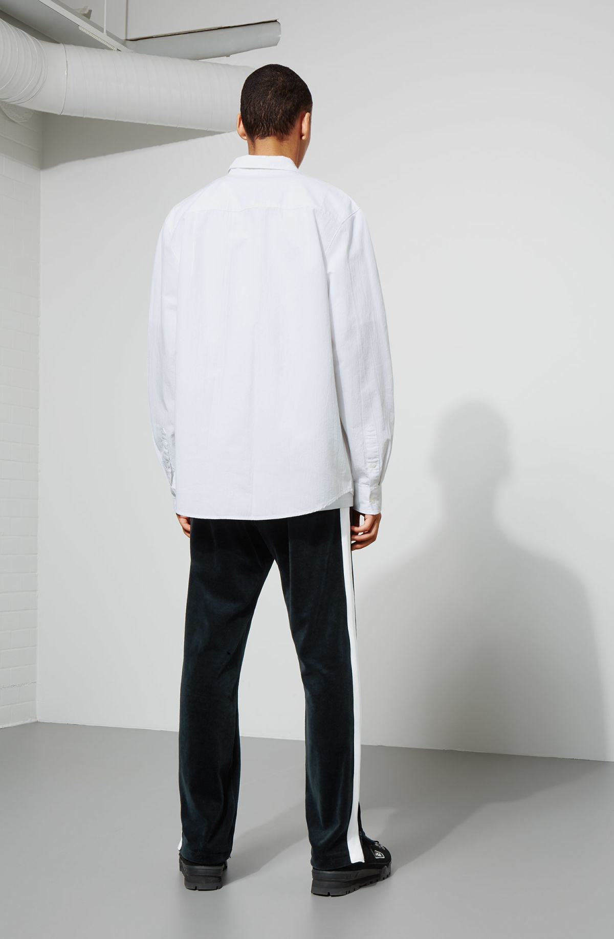 Model back image of Weekday pablo structured shirt in white