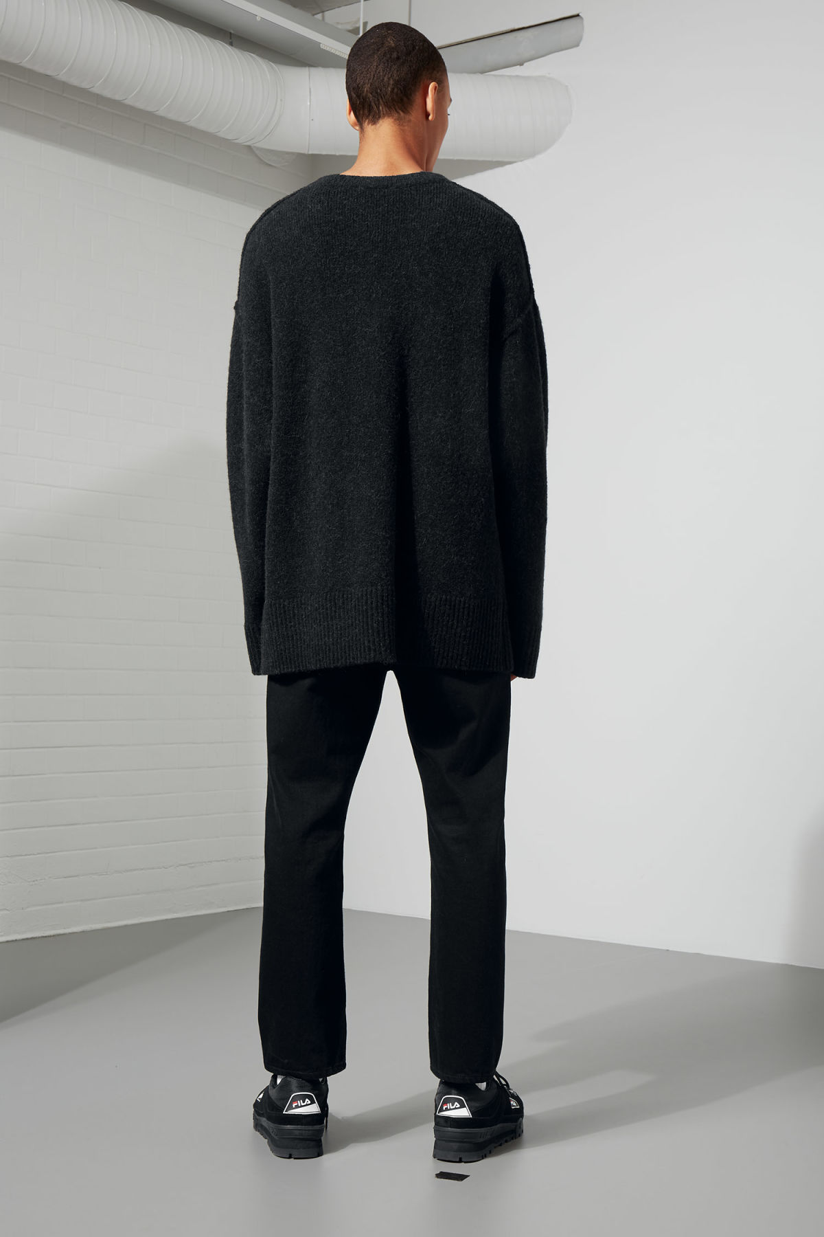 Model back image of Weekday cutter sweater in black