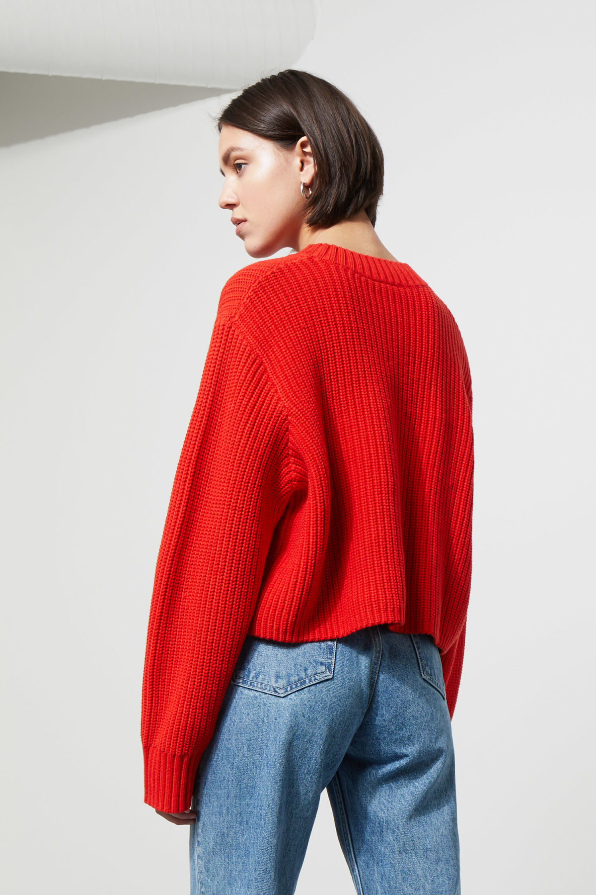 Model back image of Weekday mahal sweater in red