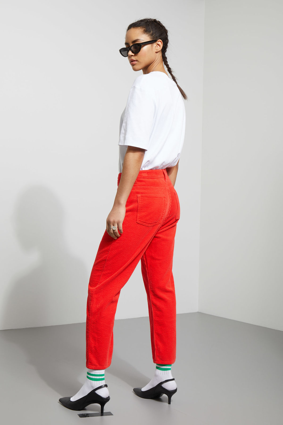 Model back image of Weekday bell trousers in red