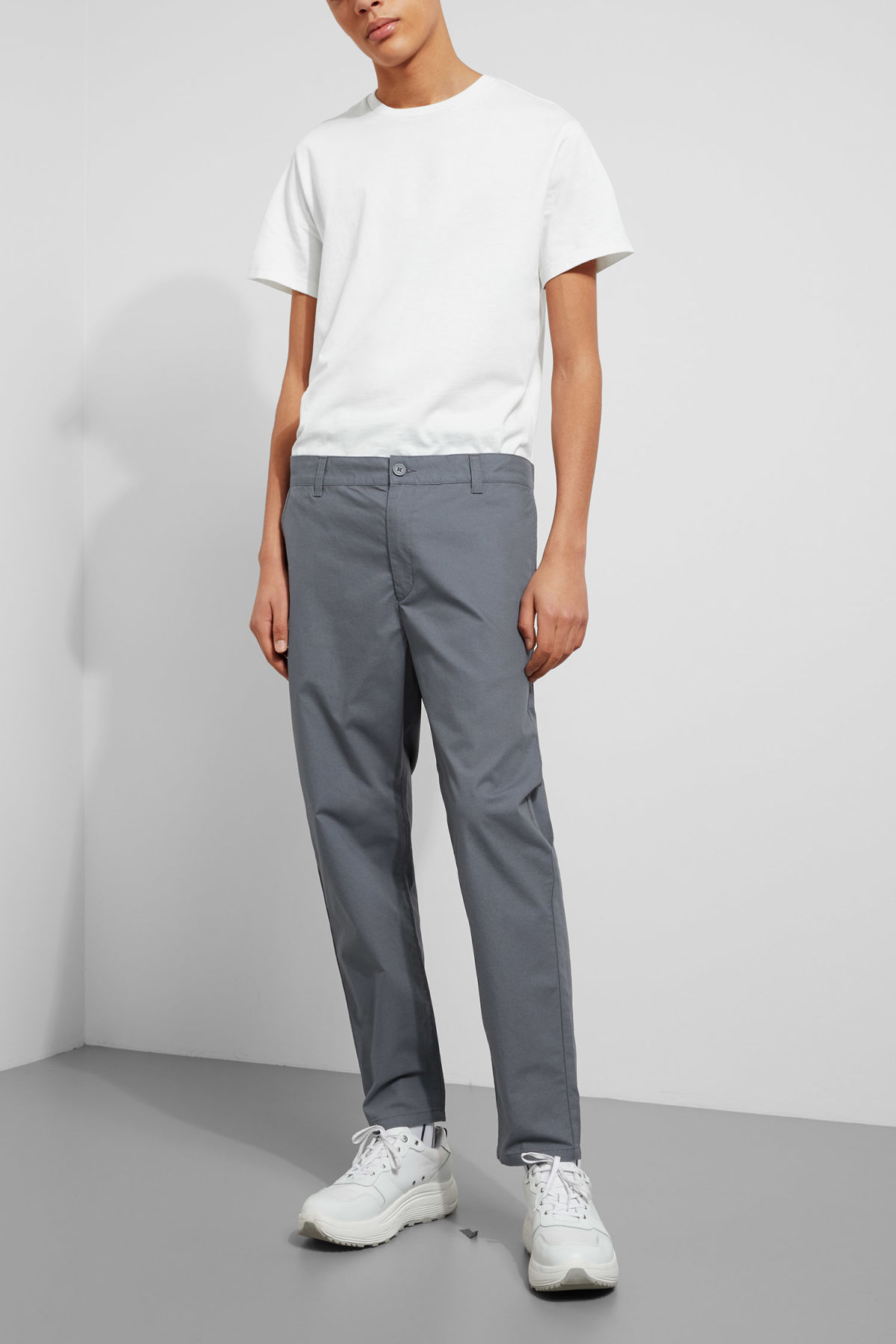 Model front image of Weekday arbus chinos in blue