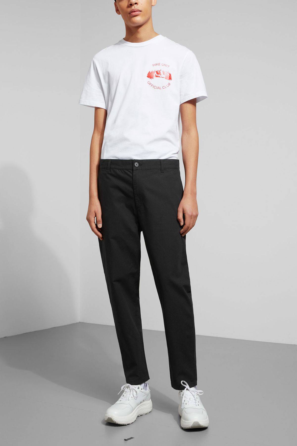 Model front image of Weekday arbus chinos in black