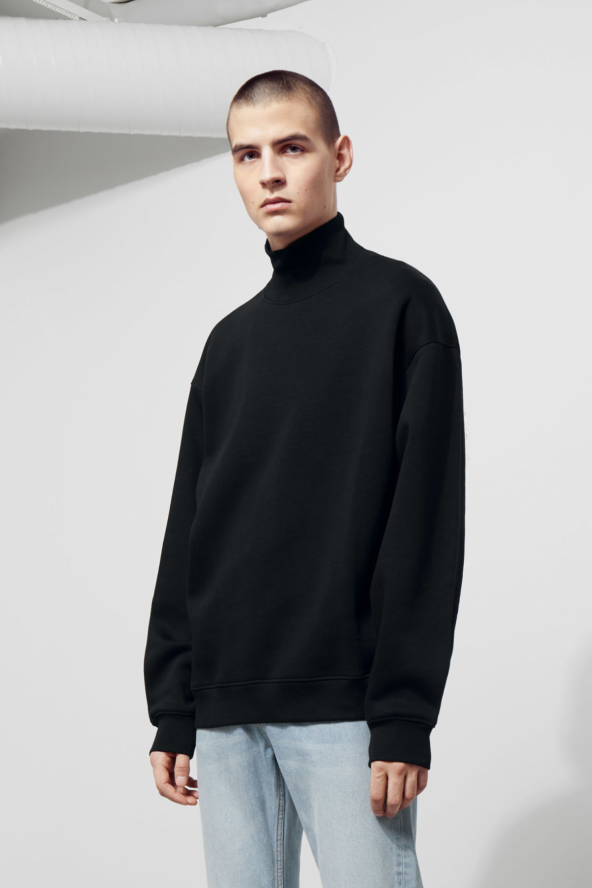 Model front image of Weekday big turtleneck sweatshirt in black