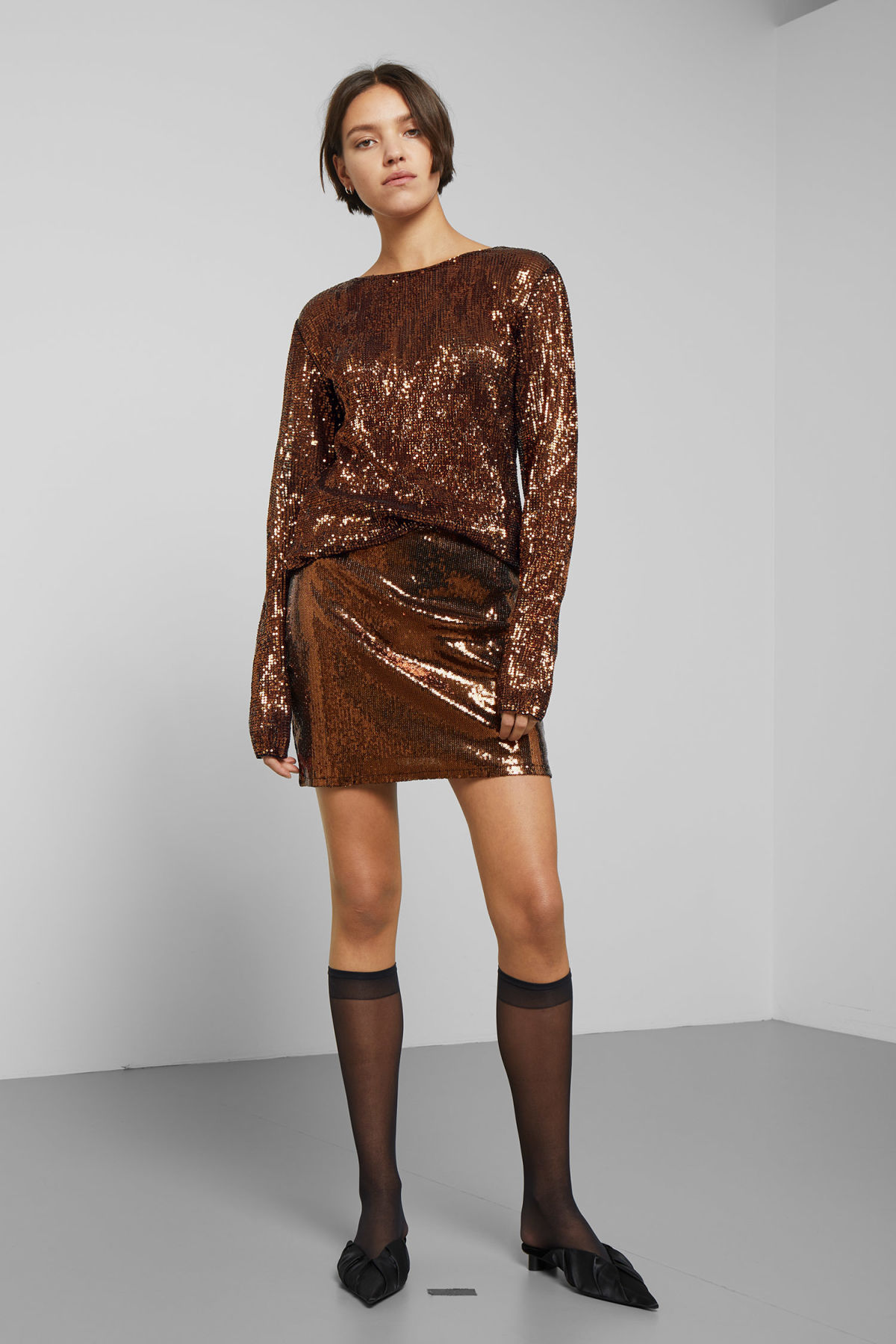 Model front image of Weekday vanessa sequin skirt in orange
