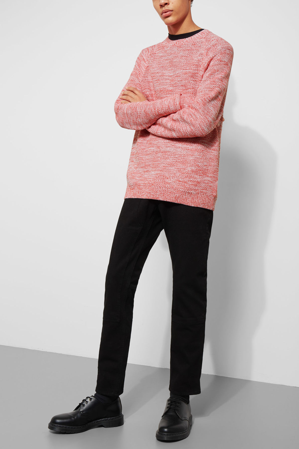 Model front image of Weekday cave sweater in red