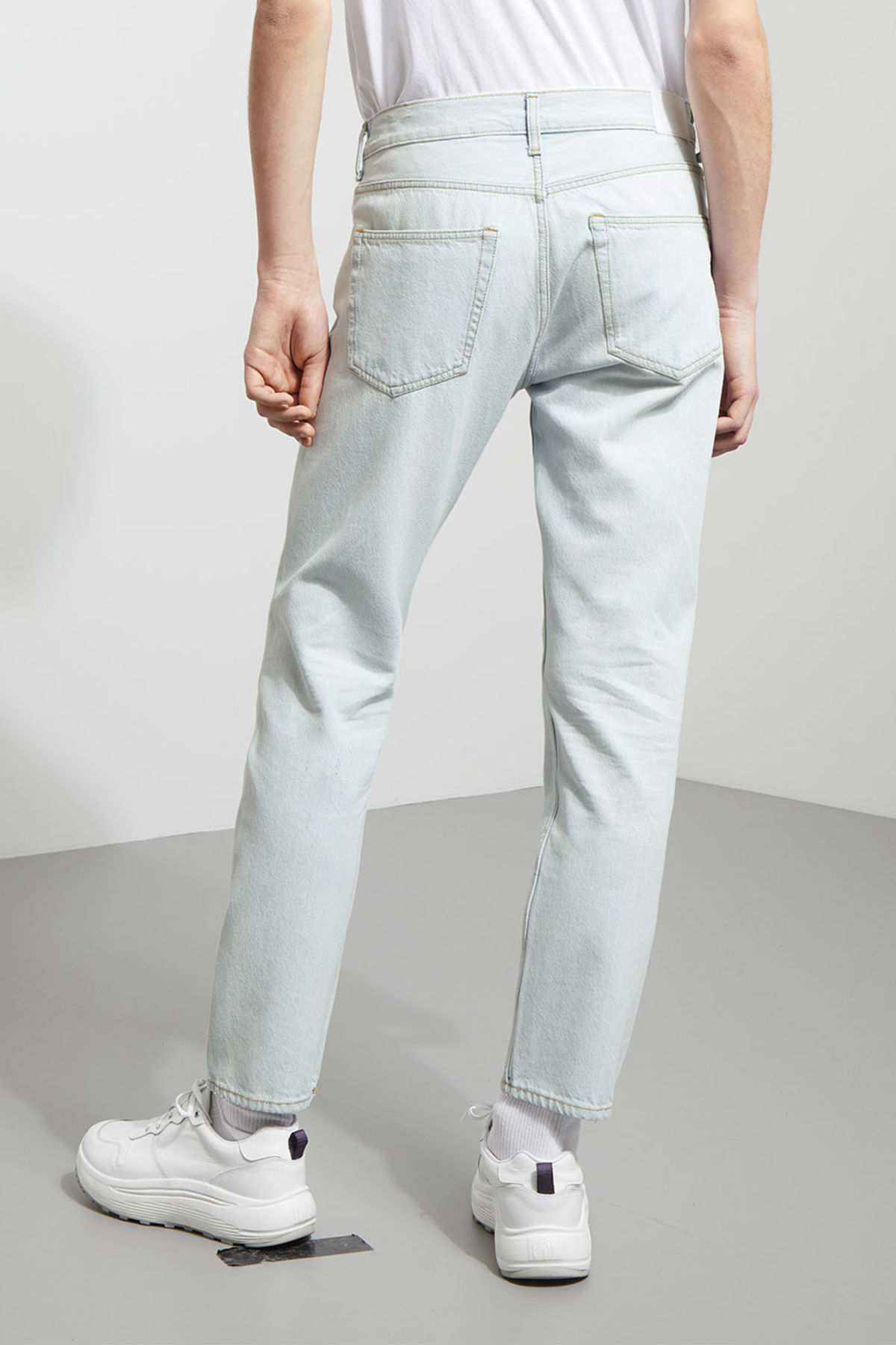 Model side image of Weekday pine bleached jeans in blue