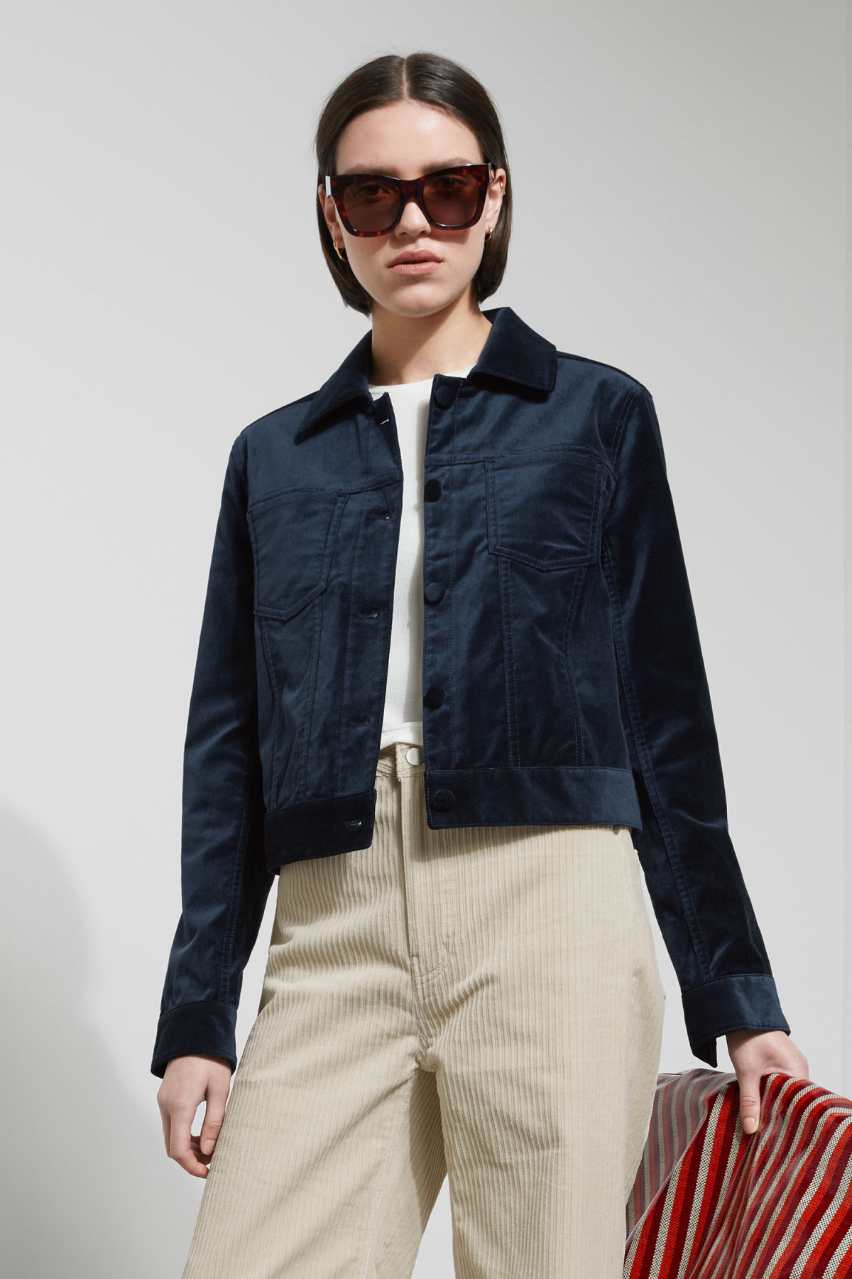 Model front image of Weekday liza jacket in blue