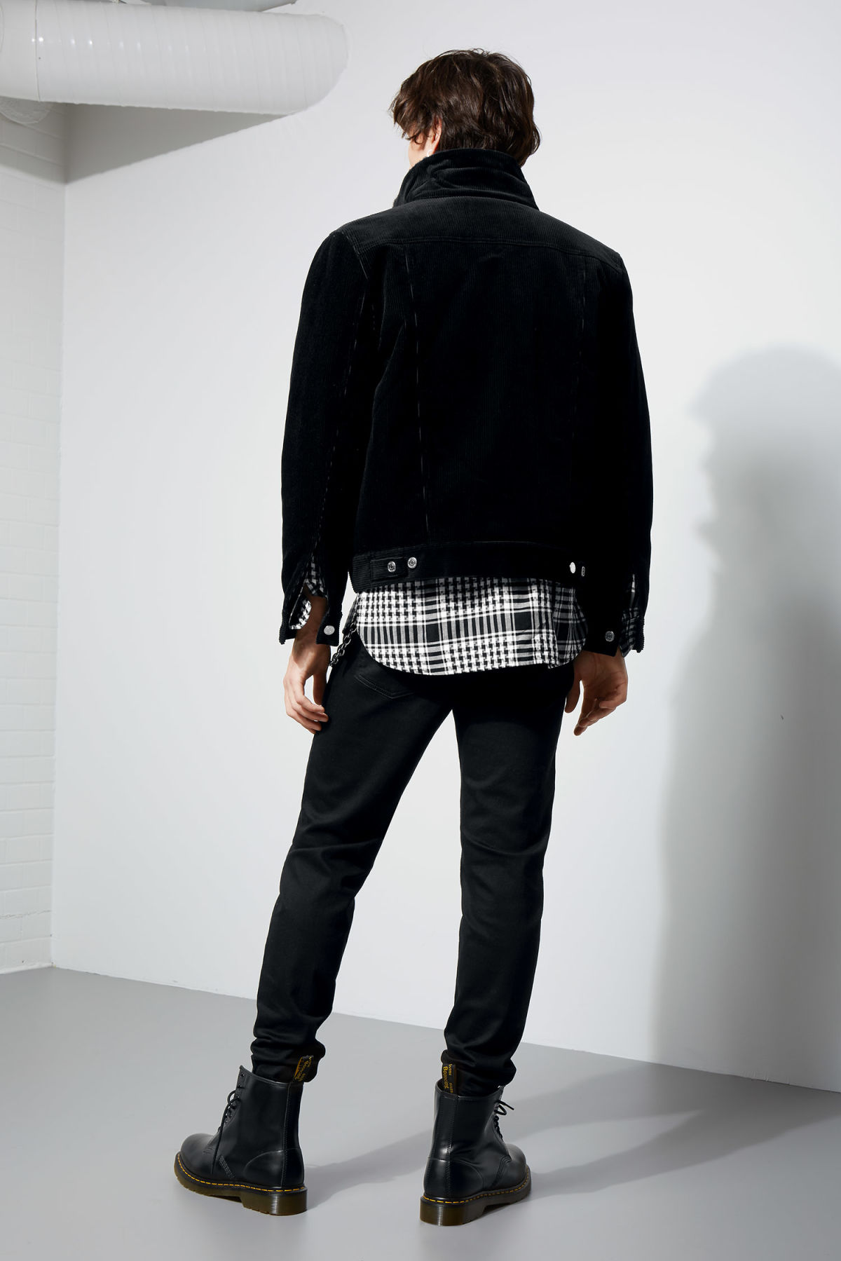 Model back image of Weekday single cord pile jacket in black