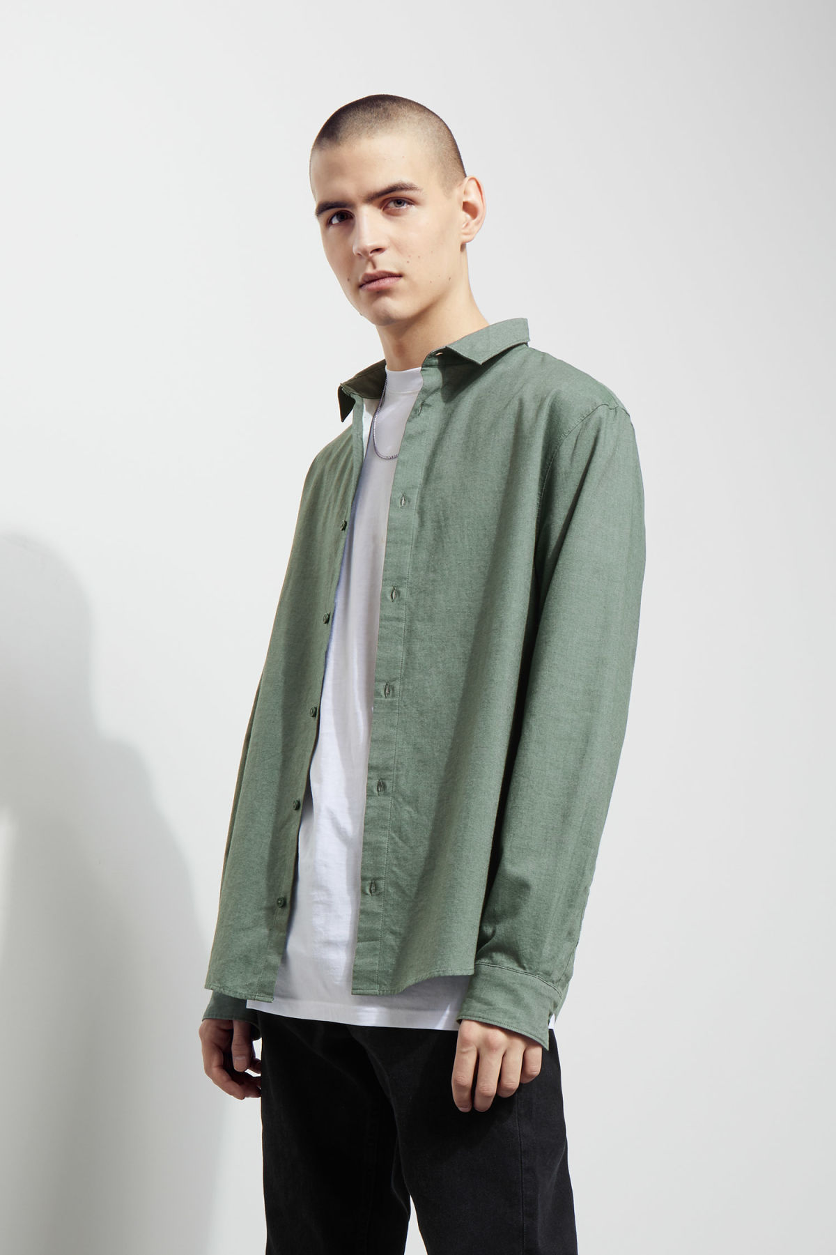 Model front image of Weekday pablo shirt in green