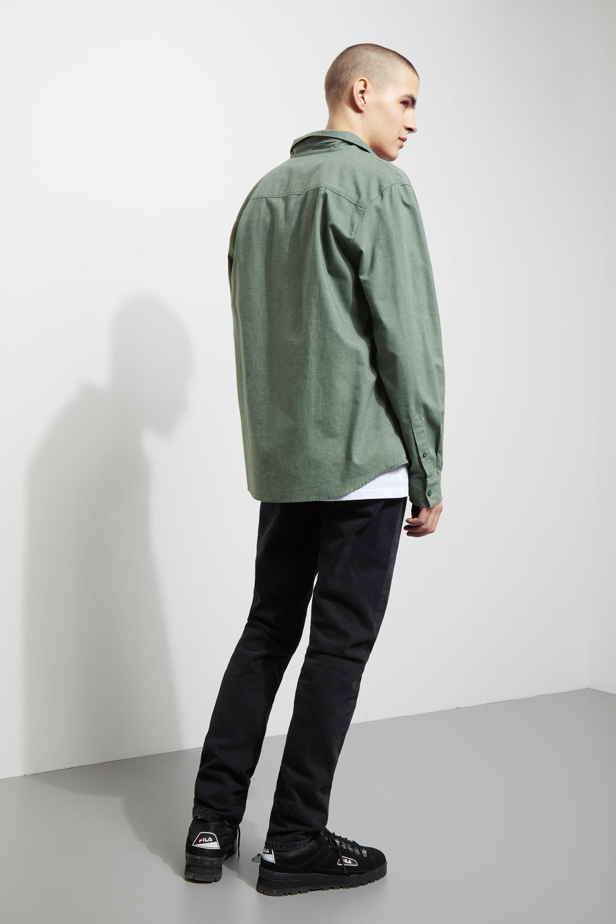 Model back image of Weekday pablo shirt in green