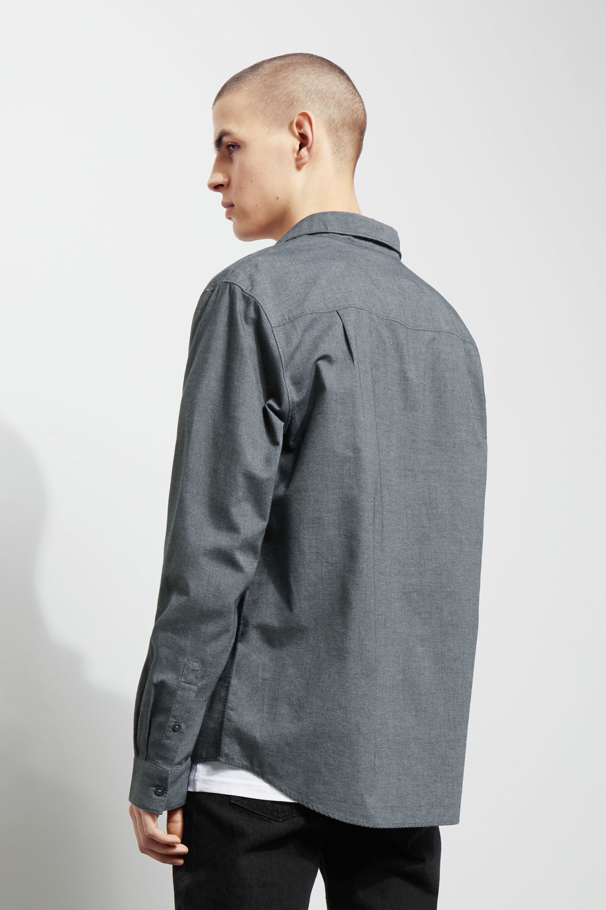 Model back image of Weekday pablo shirt in blue