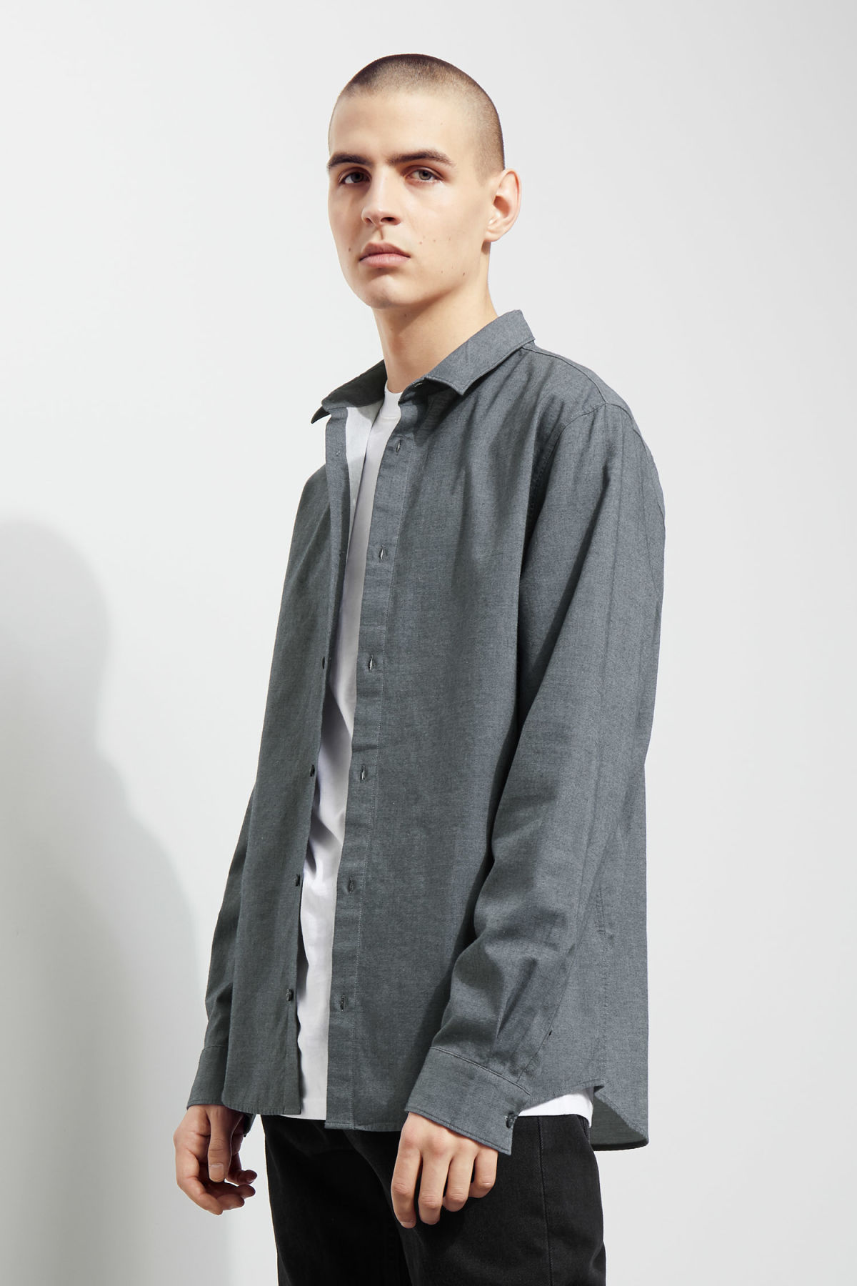 Model side image of Weekday pablo shirt in blue