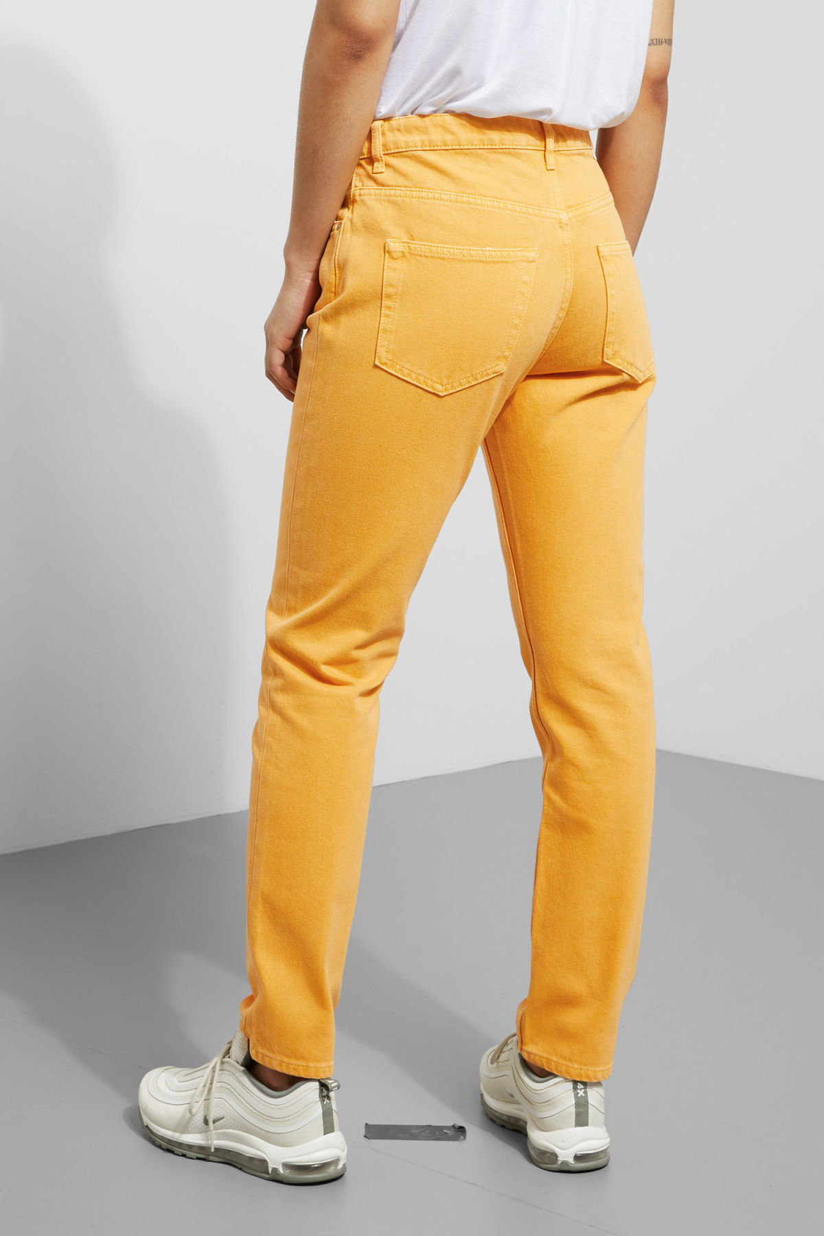 Model back image of Weekday seattle yellow jeans in yellow