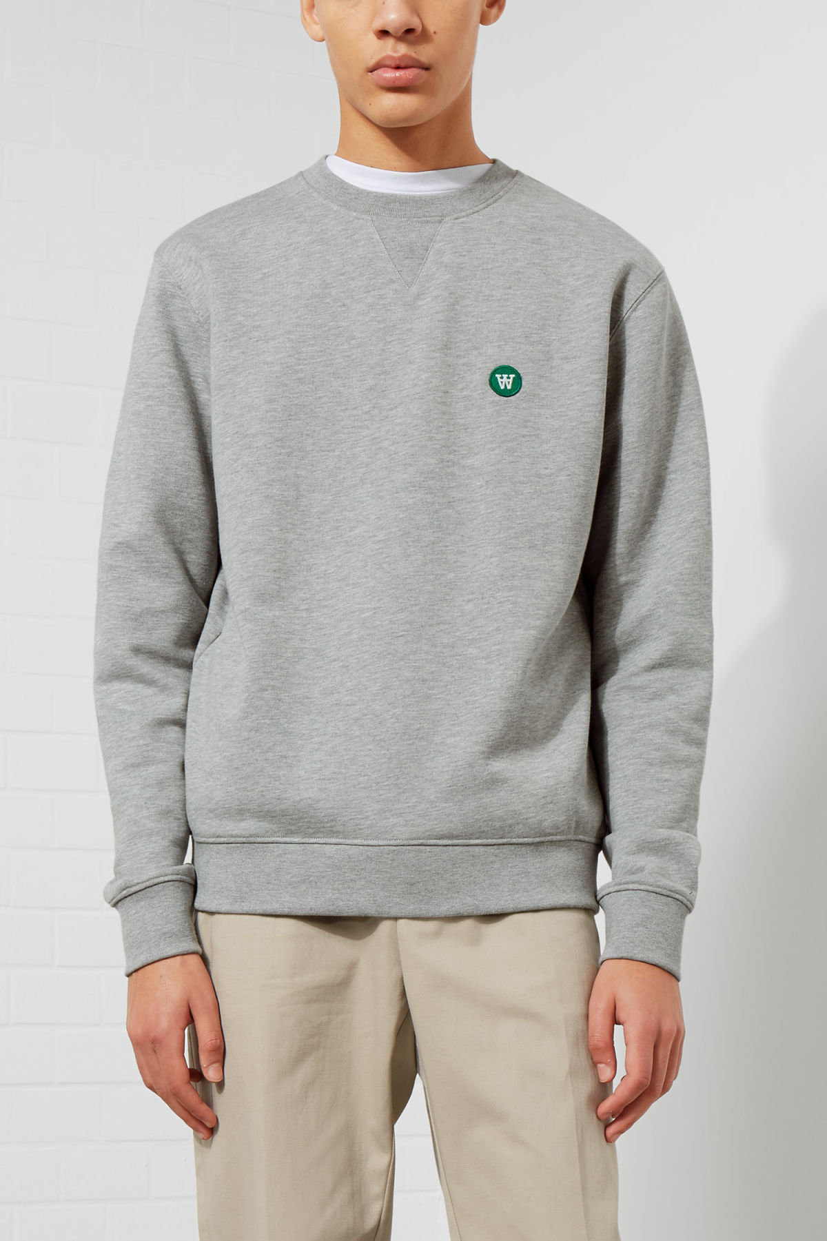 Model front image of Weekday tye sweatshirt in grey