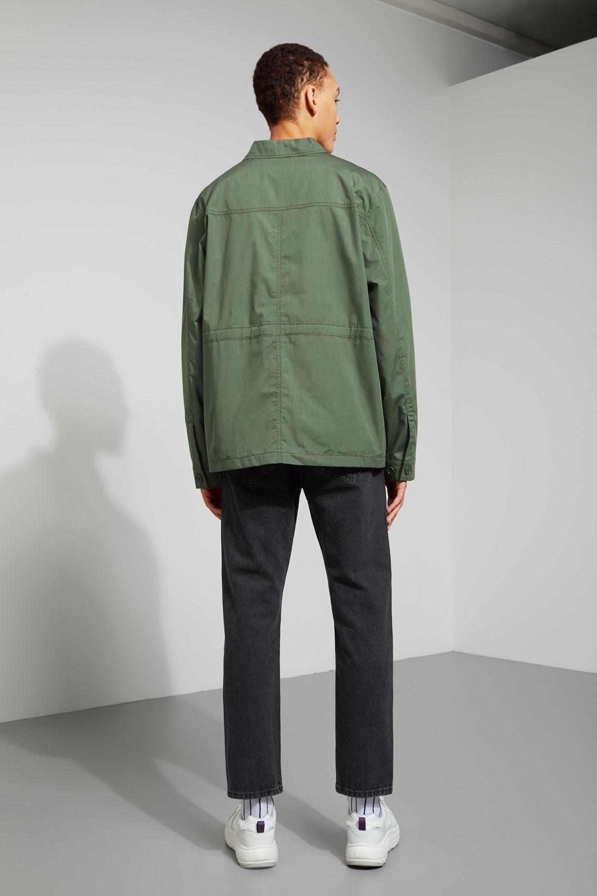 Model back image of Weekday keith pocket jacket in green