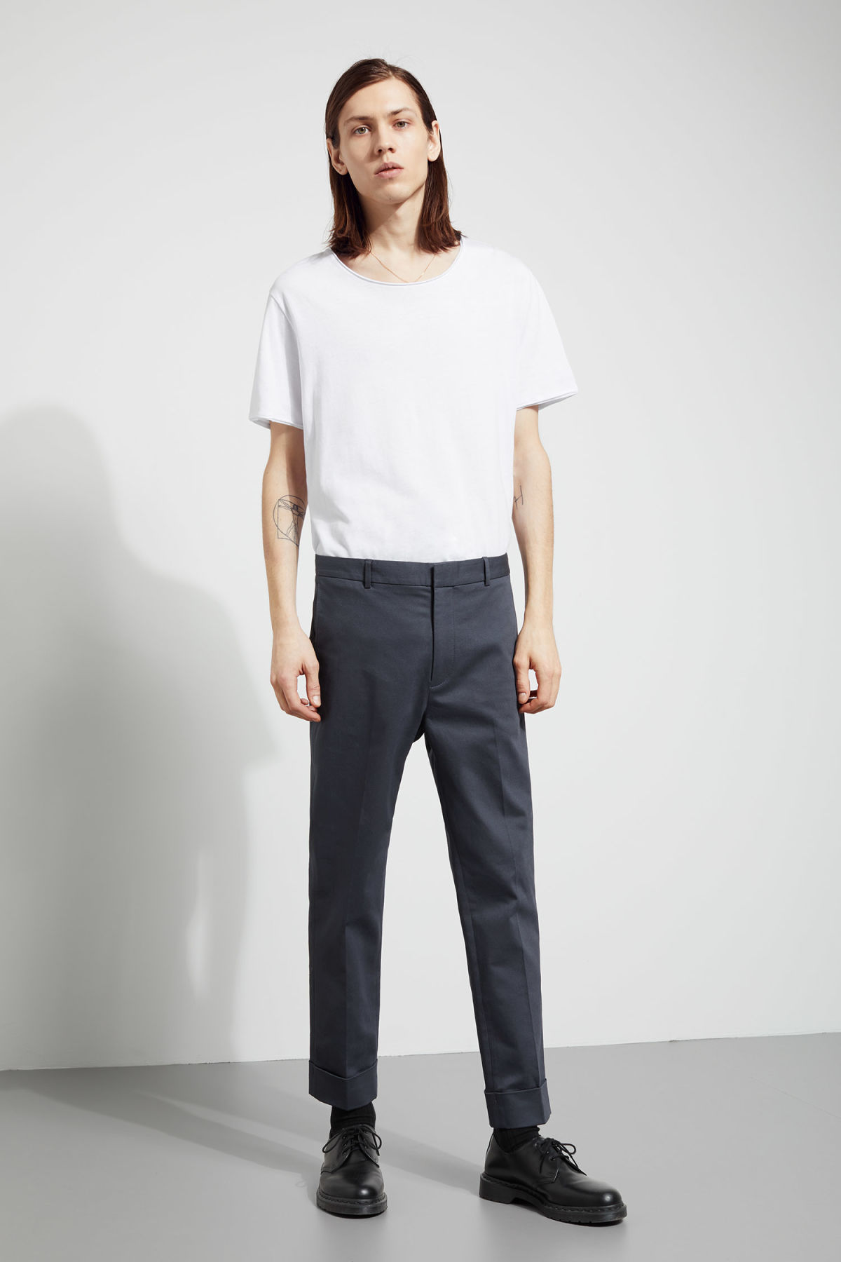 Model front image of Weekday santana trousers in blue