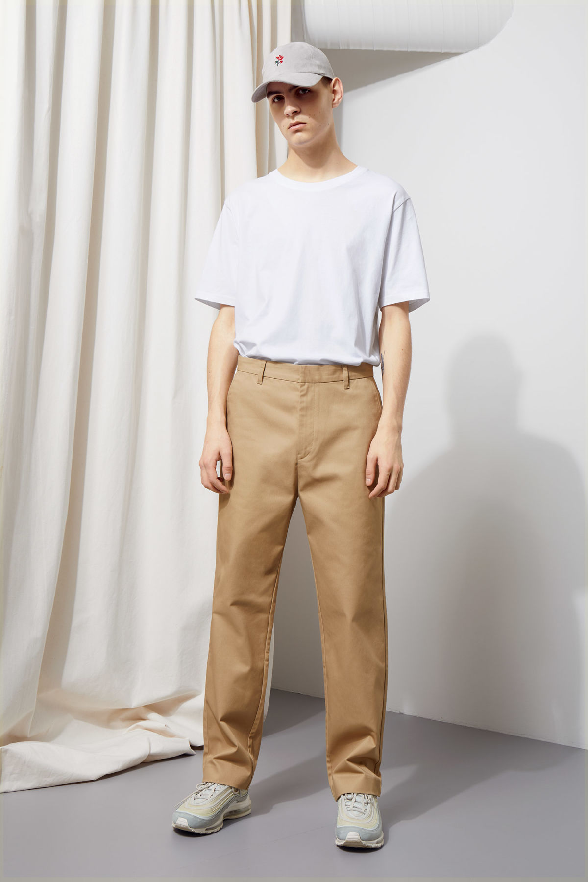 Model front image of Weekday redwood chinos in beige