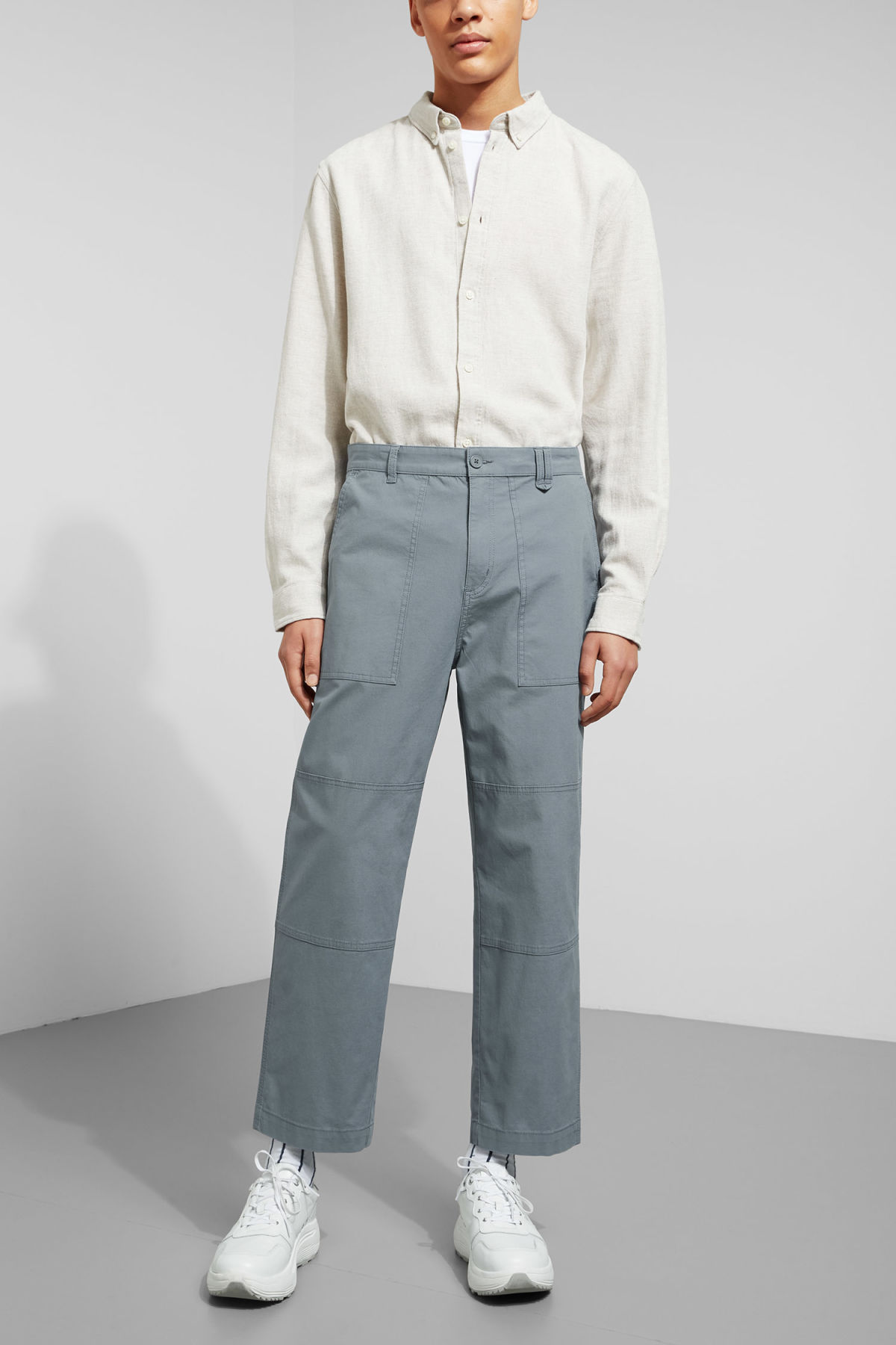 Model front image of Weekday delft pocket trousers in turquoise