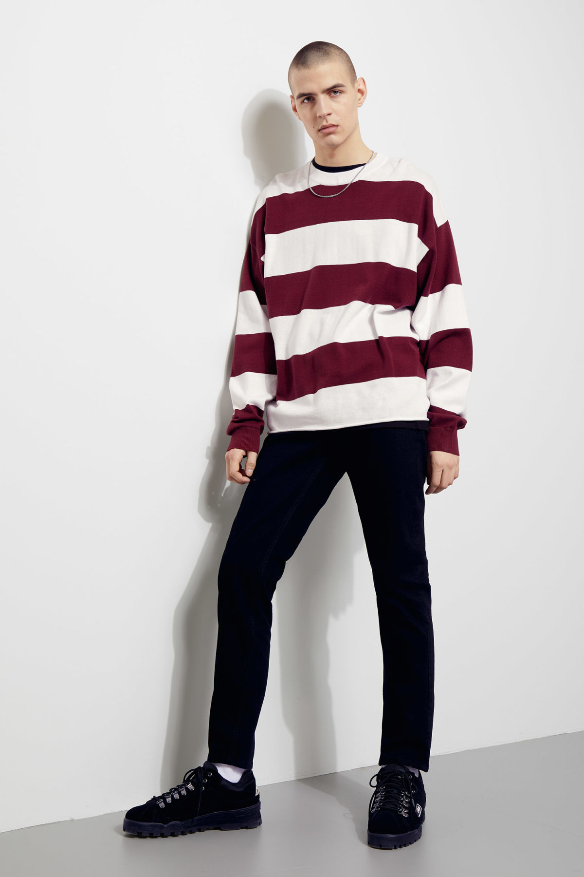 Model side image of Weekday pyramid sweater in red