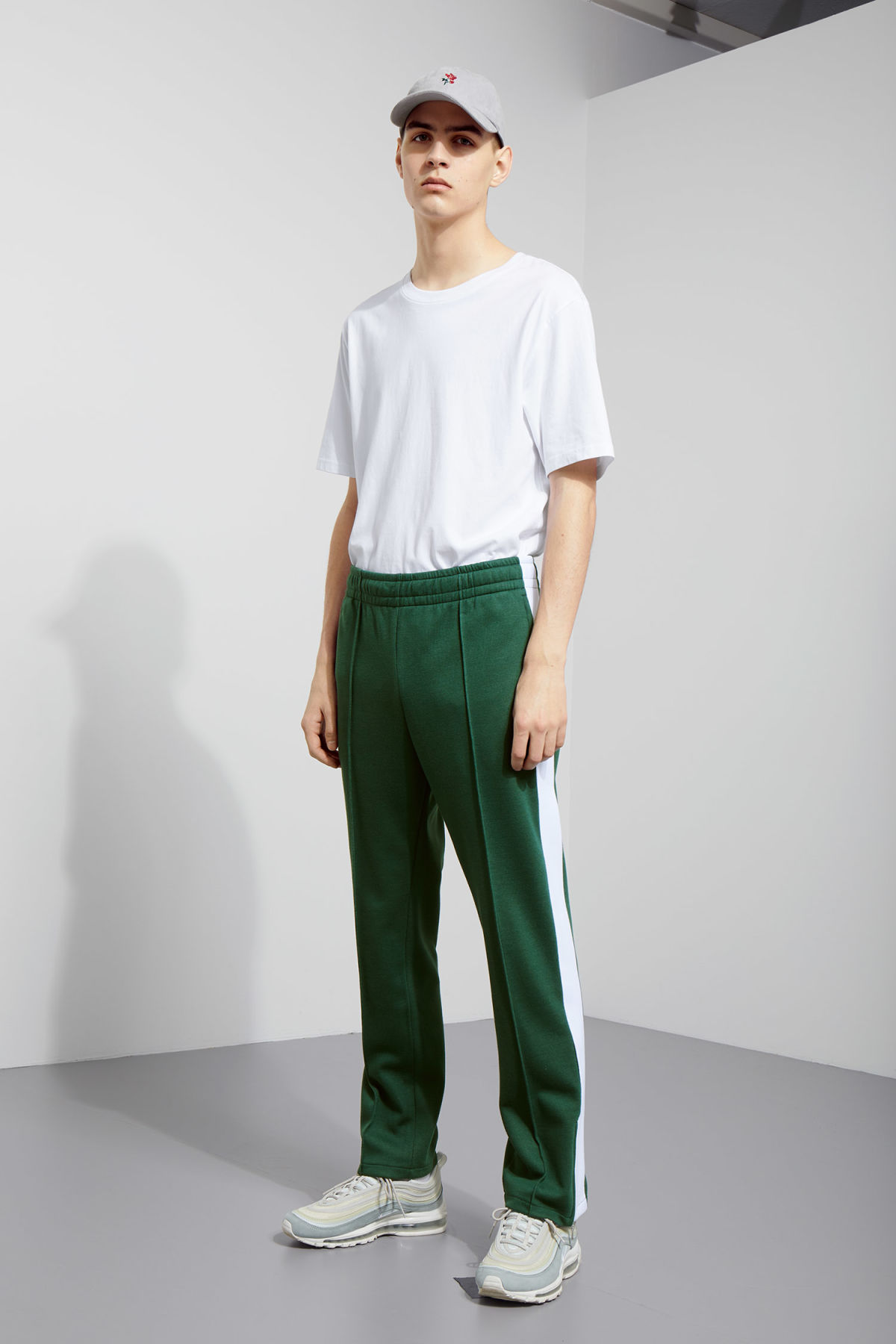 Model front image of Weekday local sweatpants in green