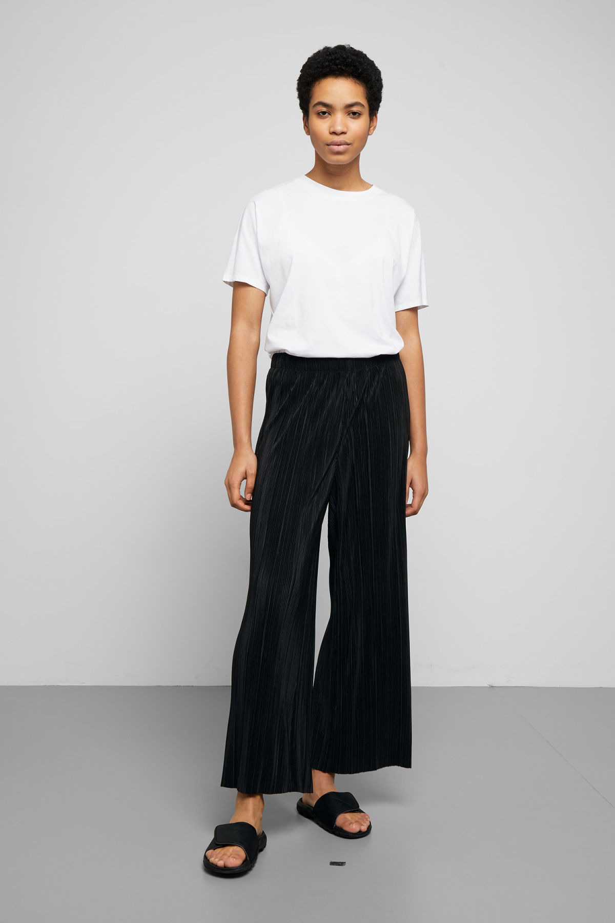 Model front image of Weekday wassily pleat trousers in black