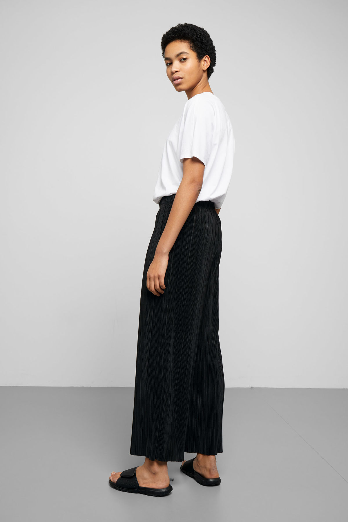 Model side image of Weekday wassily pleat trousers in black