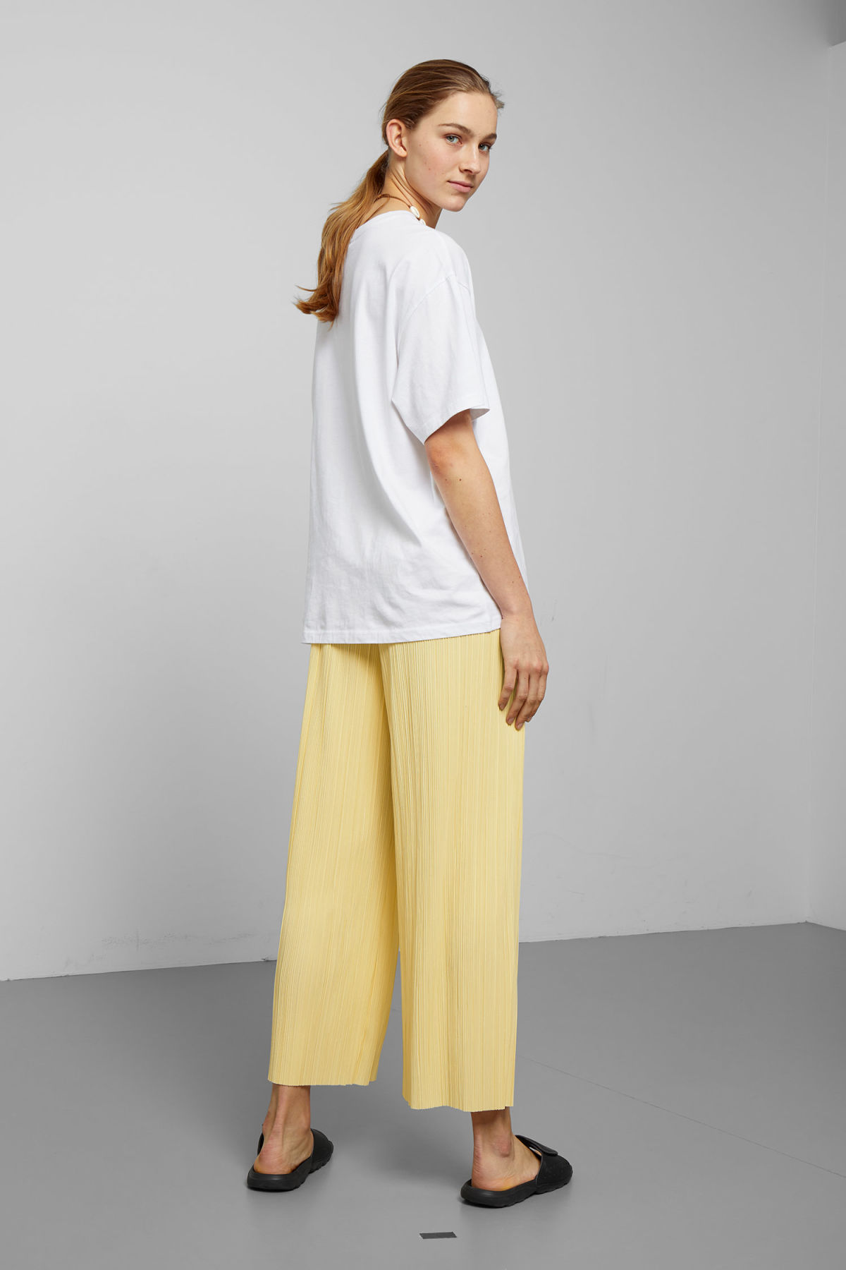 Model back image of Weekday wassily pleat trousers in yellow