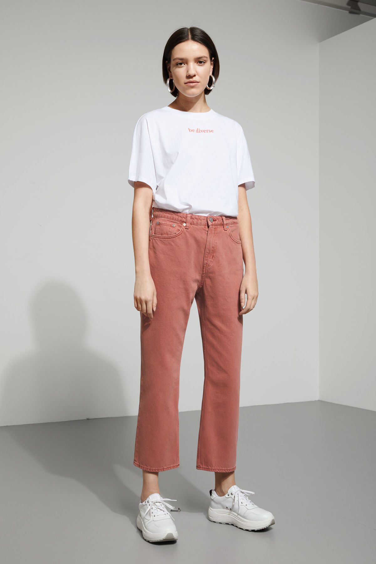 Model front image of Weekday voyage rose jeans in orange