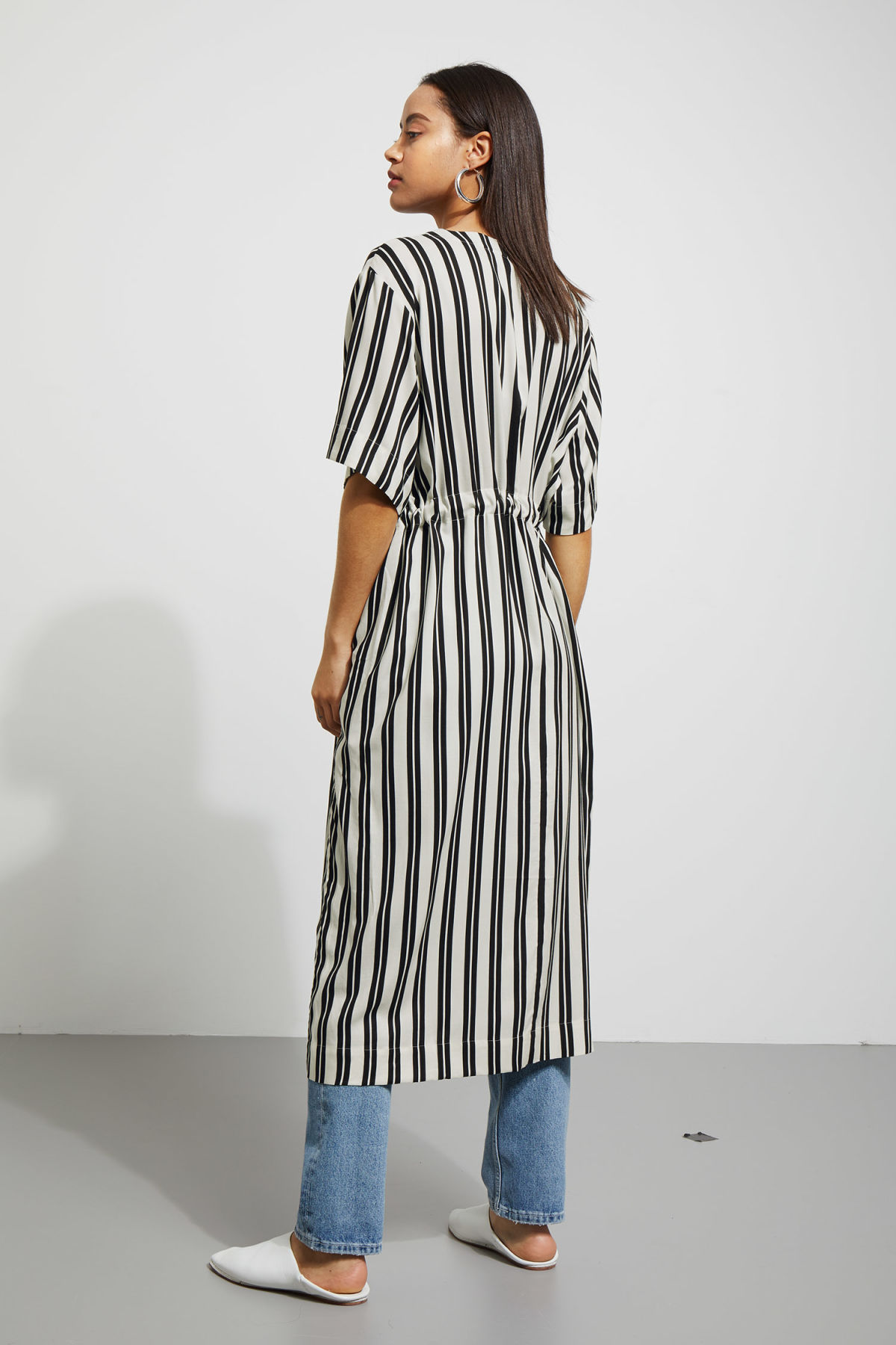 Model back image of Weekday chalk shirt dress in black