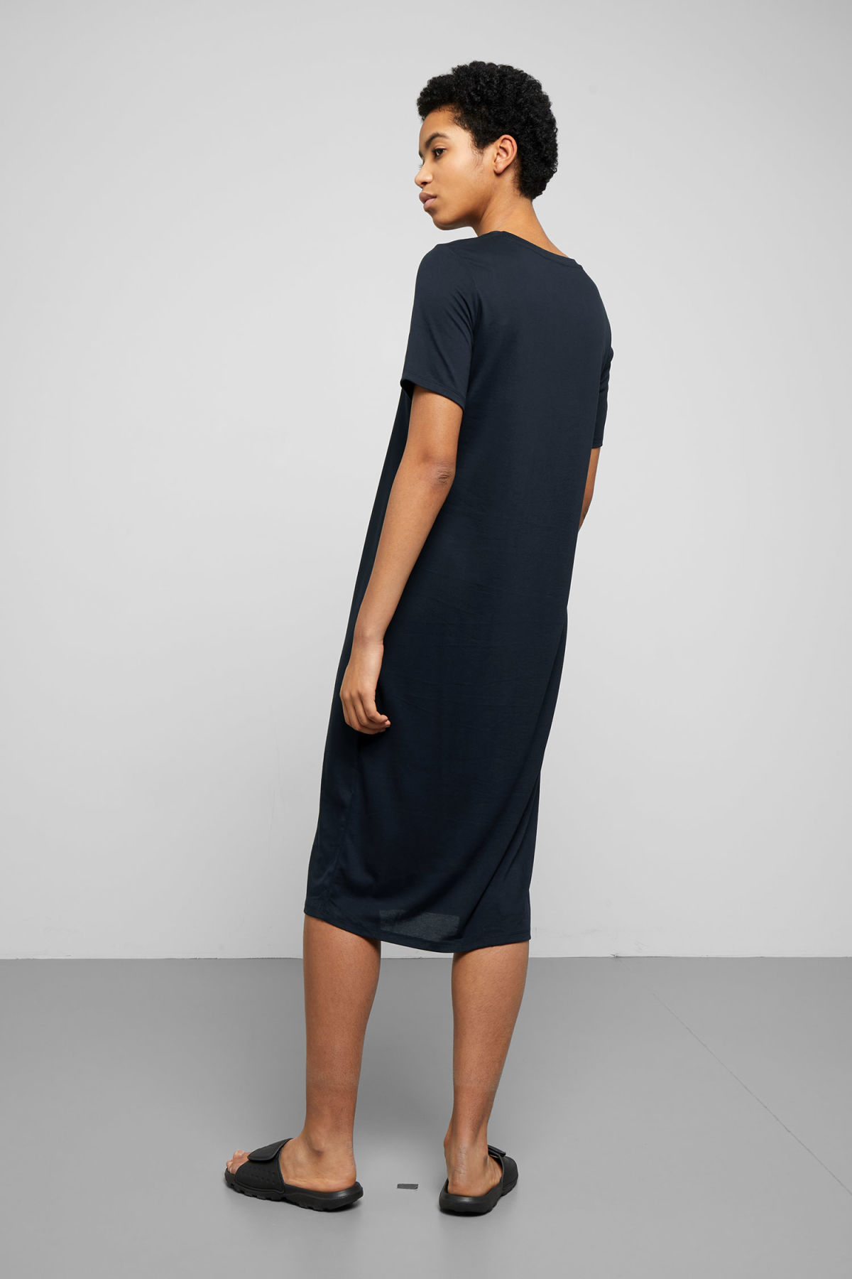 Model back image of Weekday beyond dress in blue