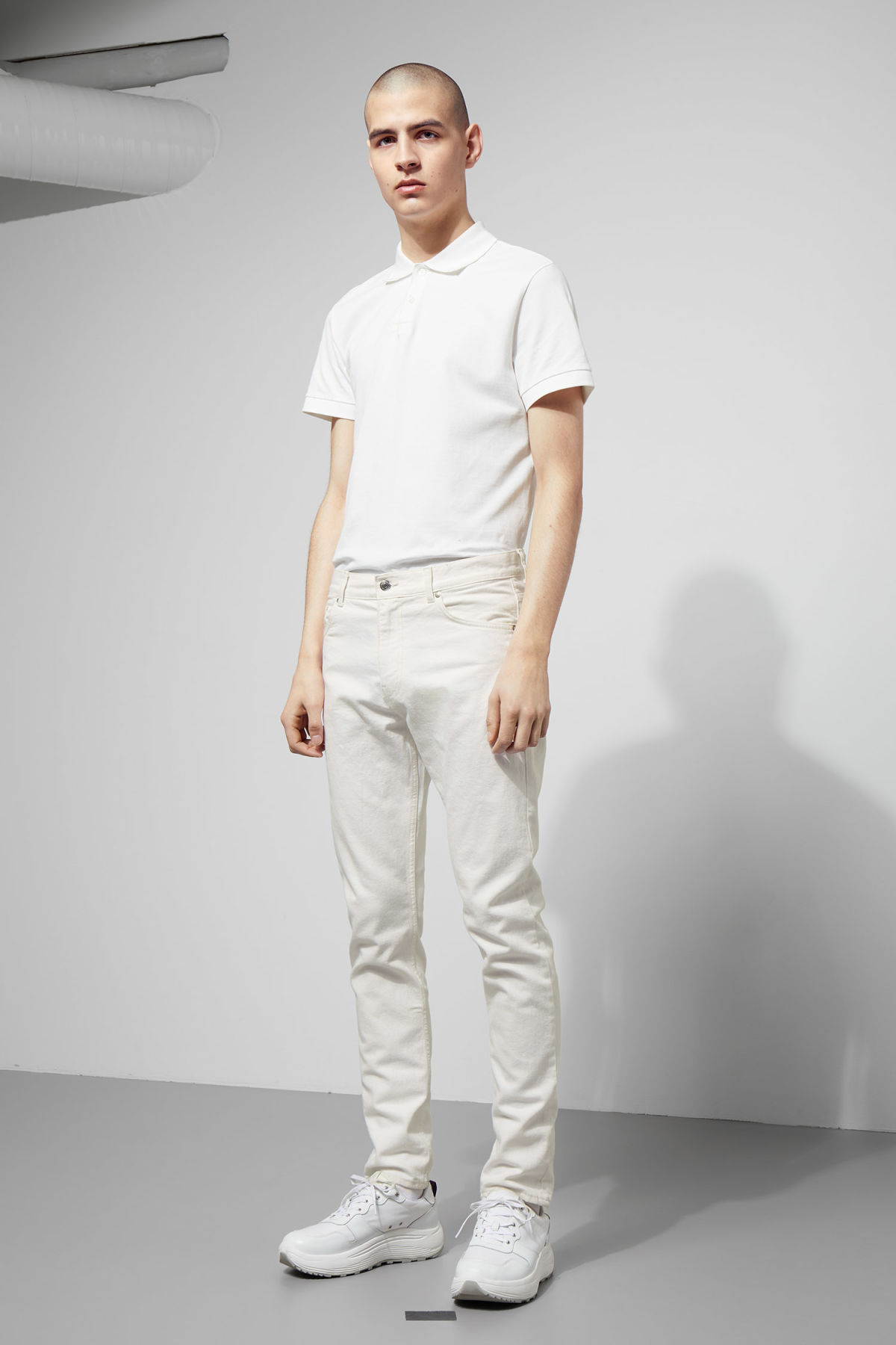 Model front image of Weekday sunday white jeans in white