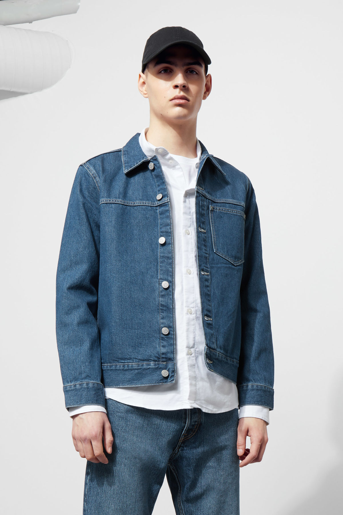 Model front image of Weekday core laver blue denim jacket  in blue