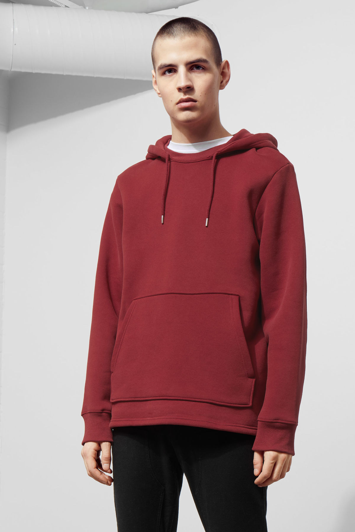 Model front image of Weekday troupe hoodie in red