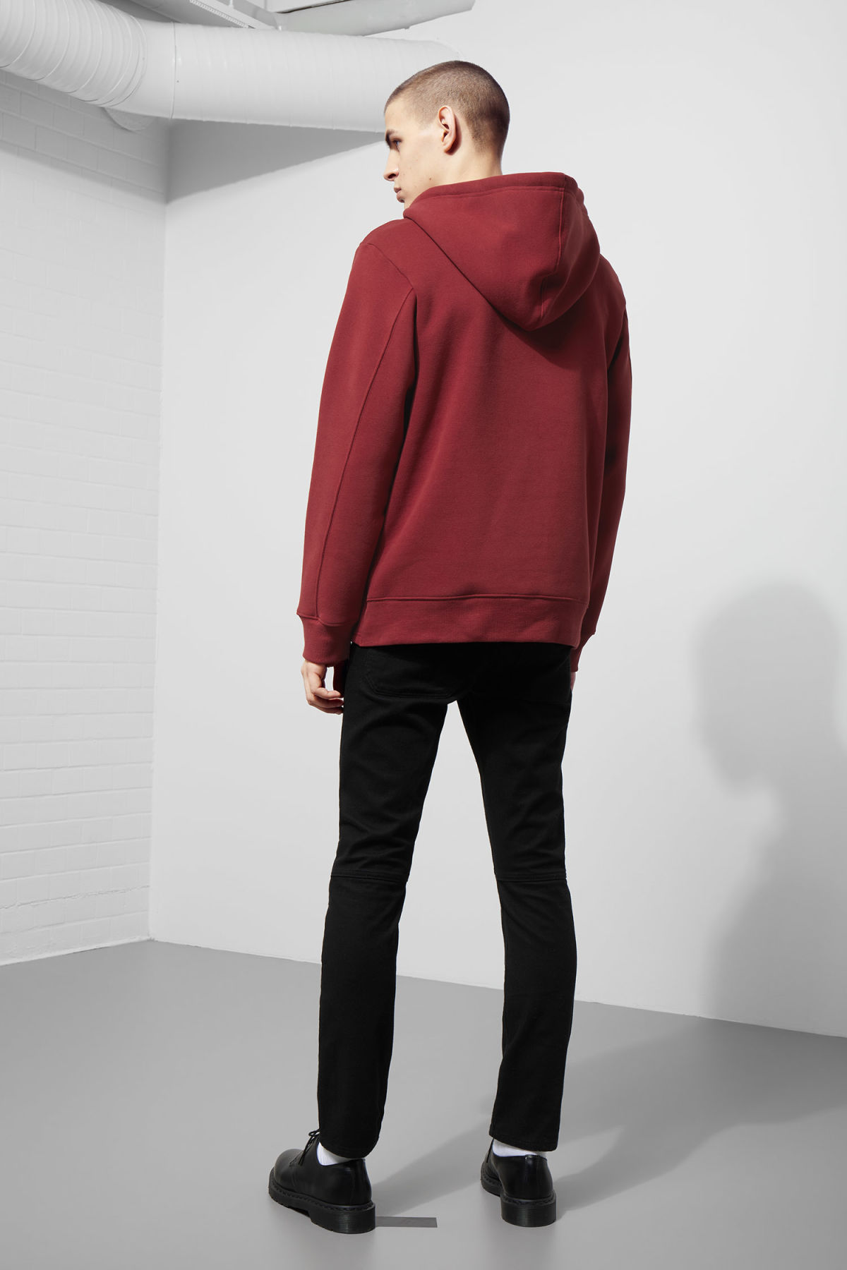 Model back image of Weekday troupe hoodie in red