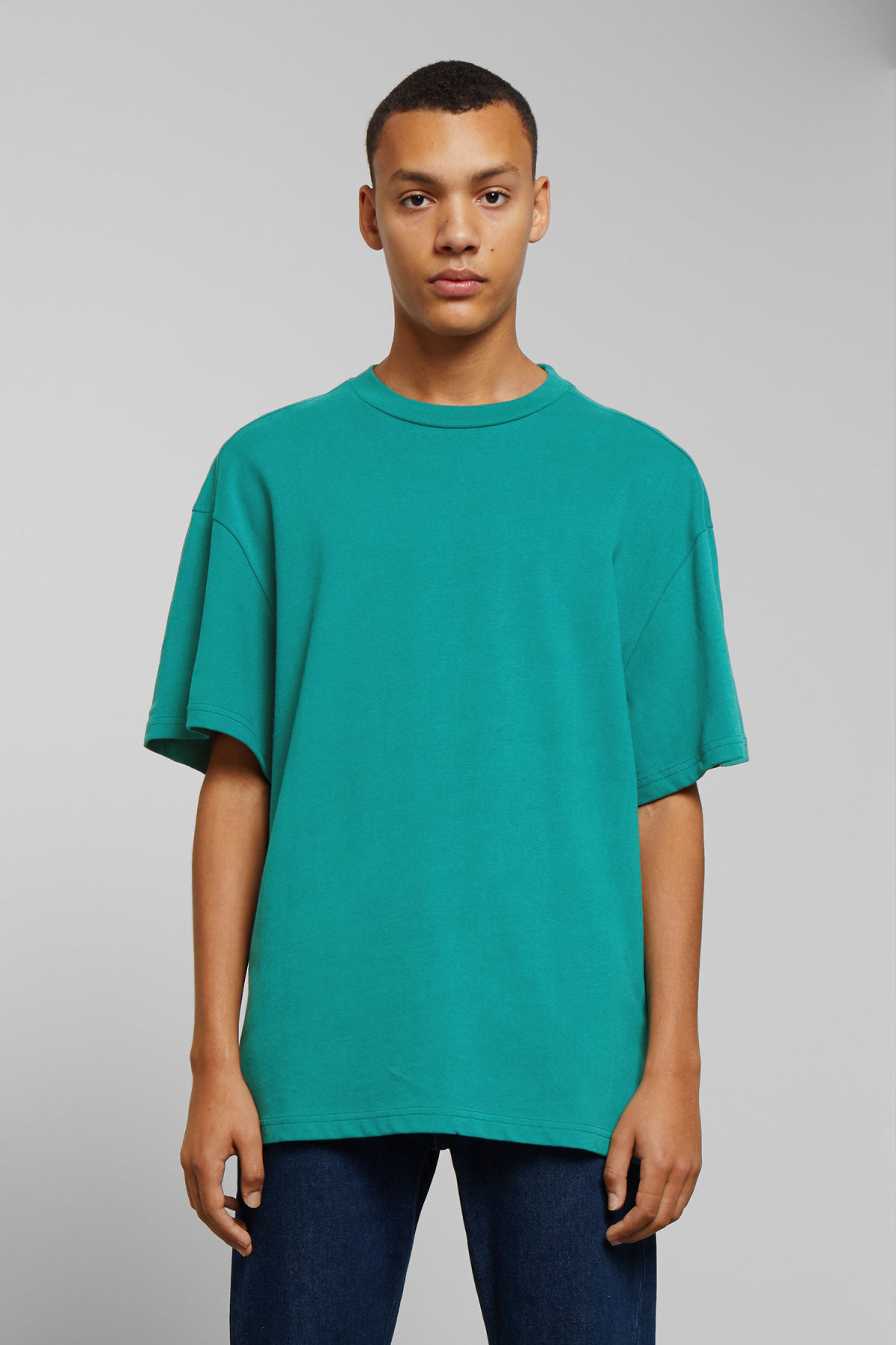 Model front image of Weekday great t-shirt in turquoise