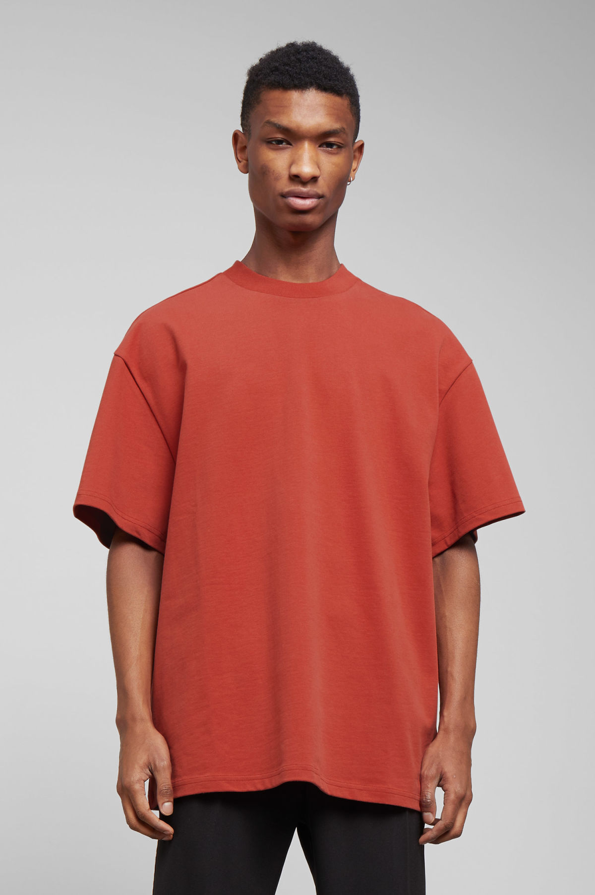 Model front image of Weekday great t-shirt in red