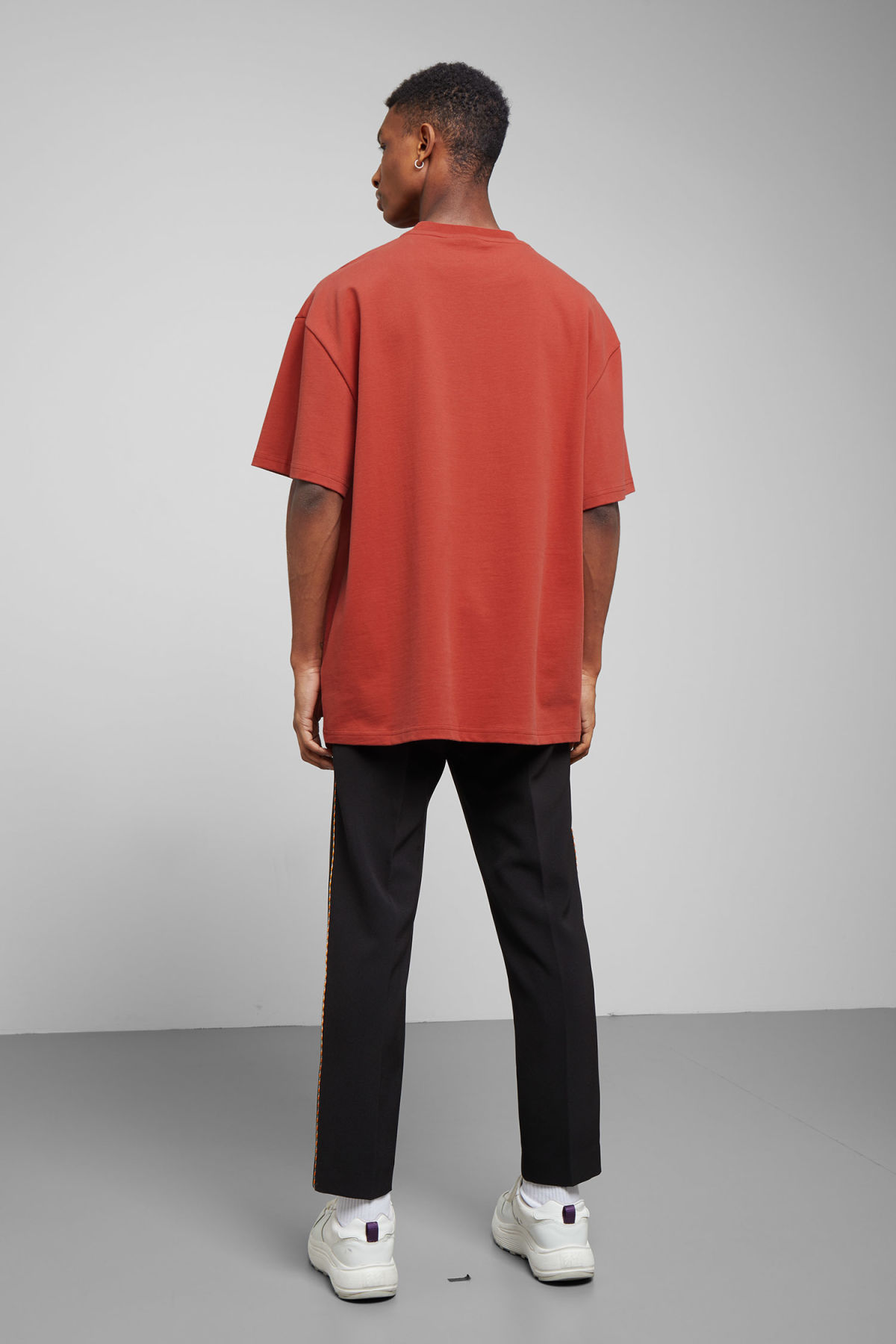 Model back image of Weekday great t-shirt in red
