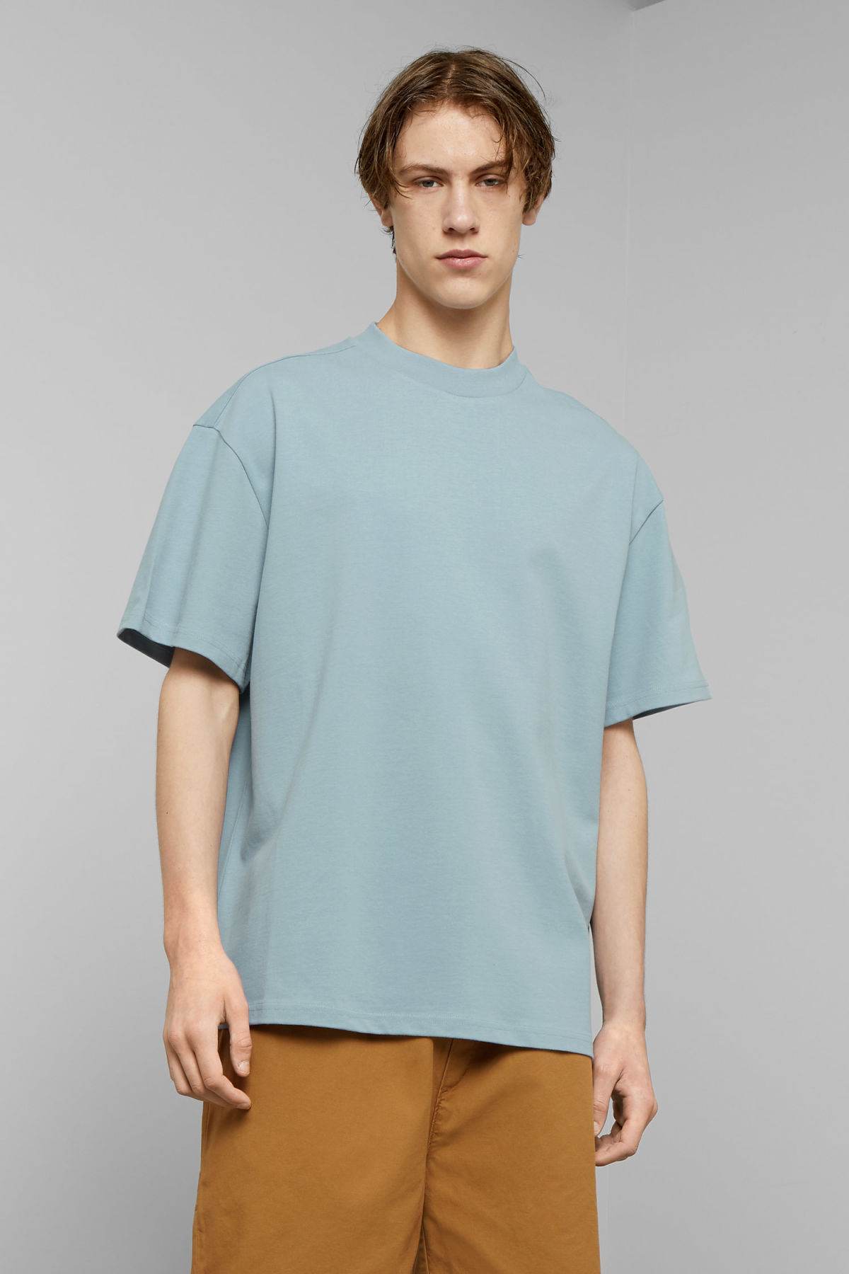 Model front image of Weekday great t-shirt in blue