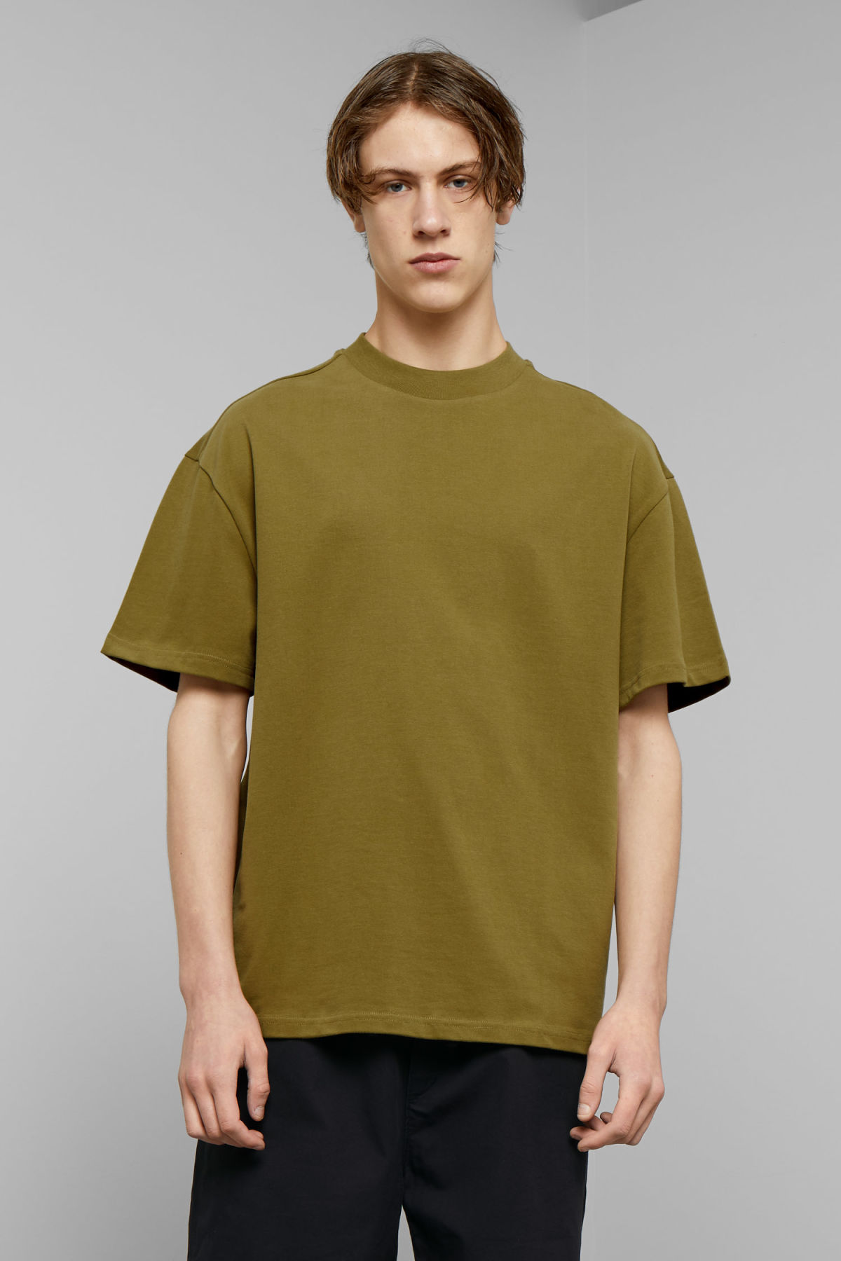 Model front image of Weekday great t-shirt in green