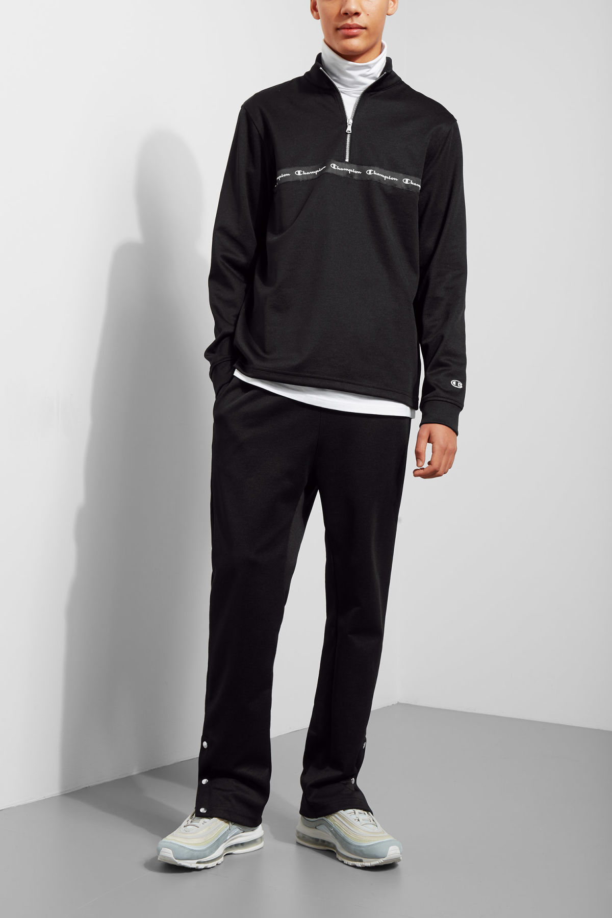 Model front image of Weekday pull raised sweatshirt in black