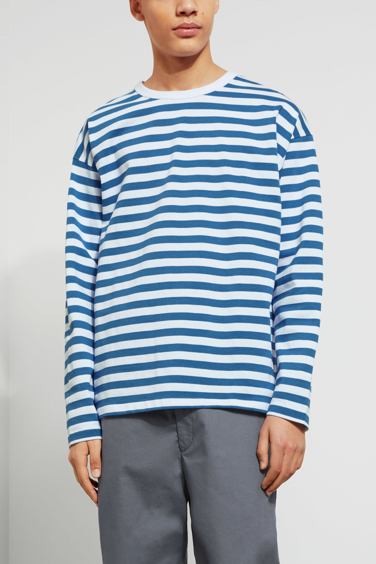 Model front image of Weekday moca long sleeve in blue