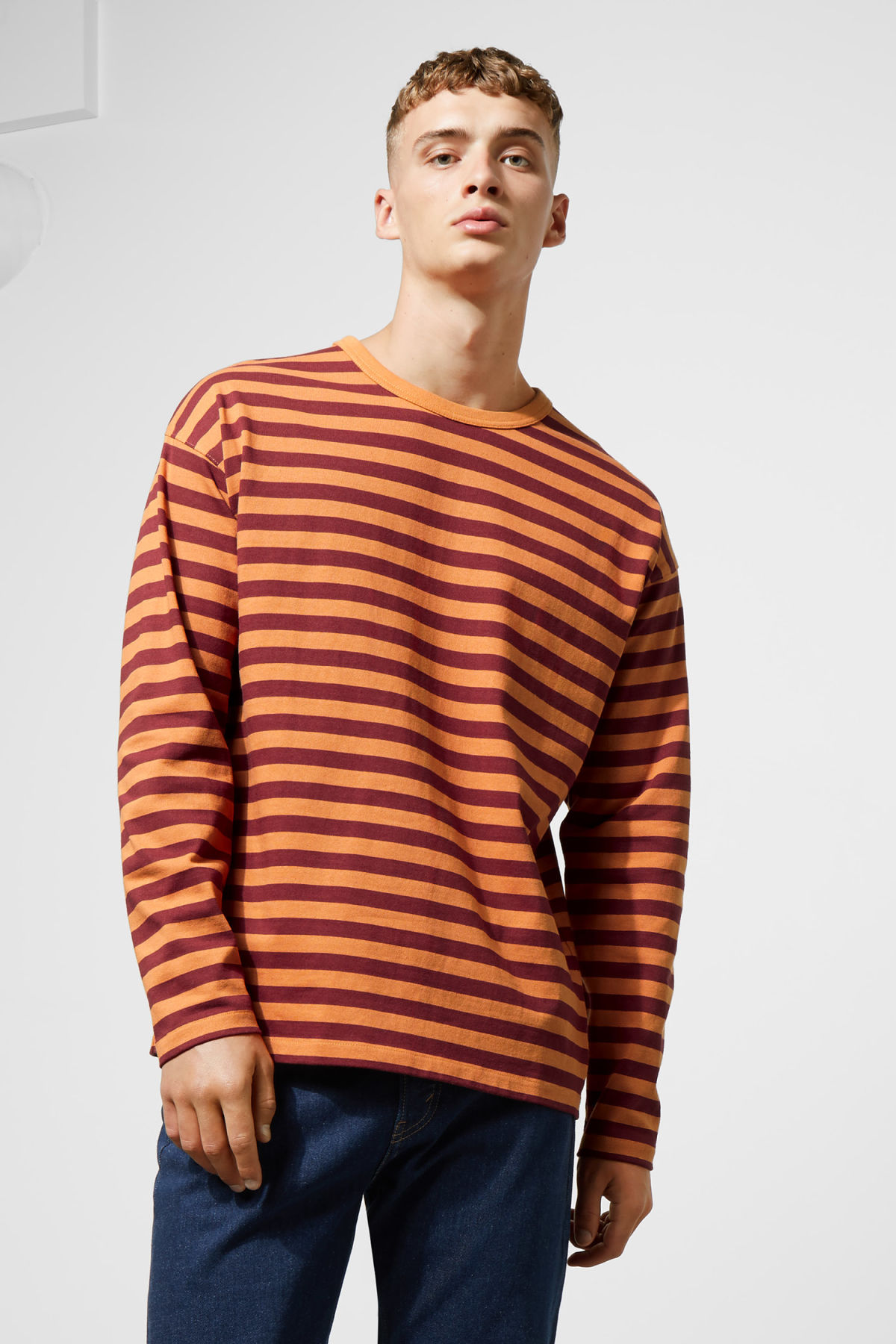 Model front image of Weekday moca long sleeve in red