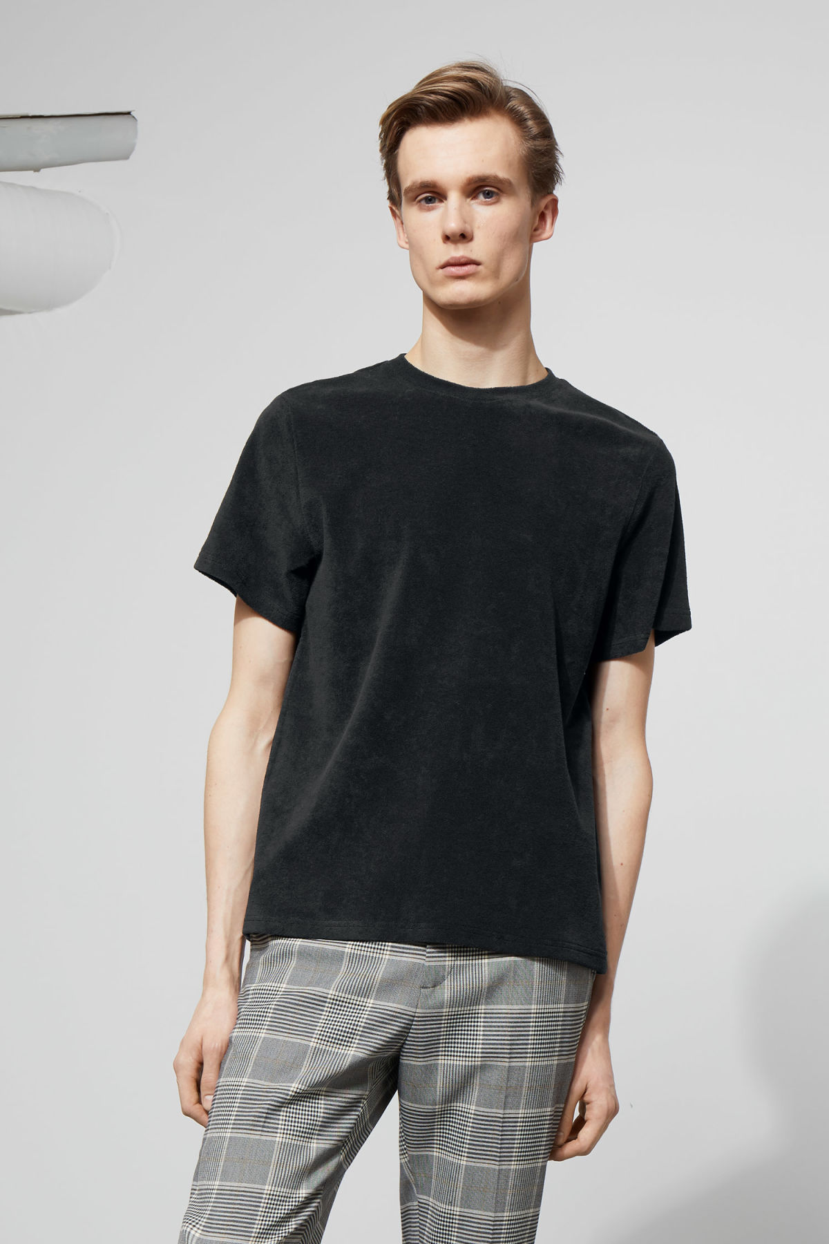 Model front image of Weekday towel t-shirt in black
