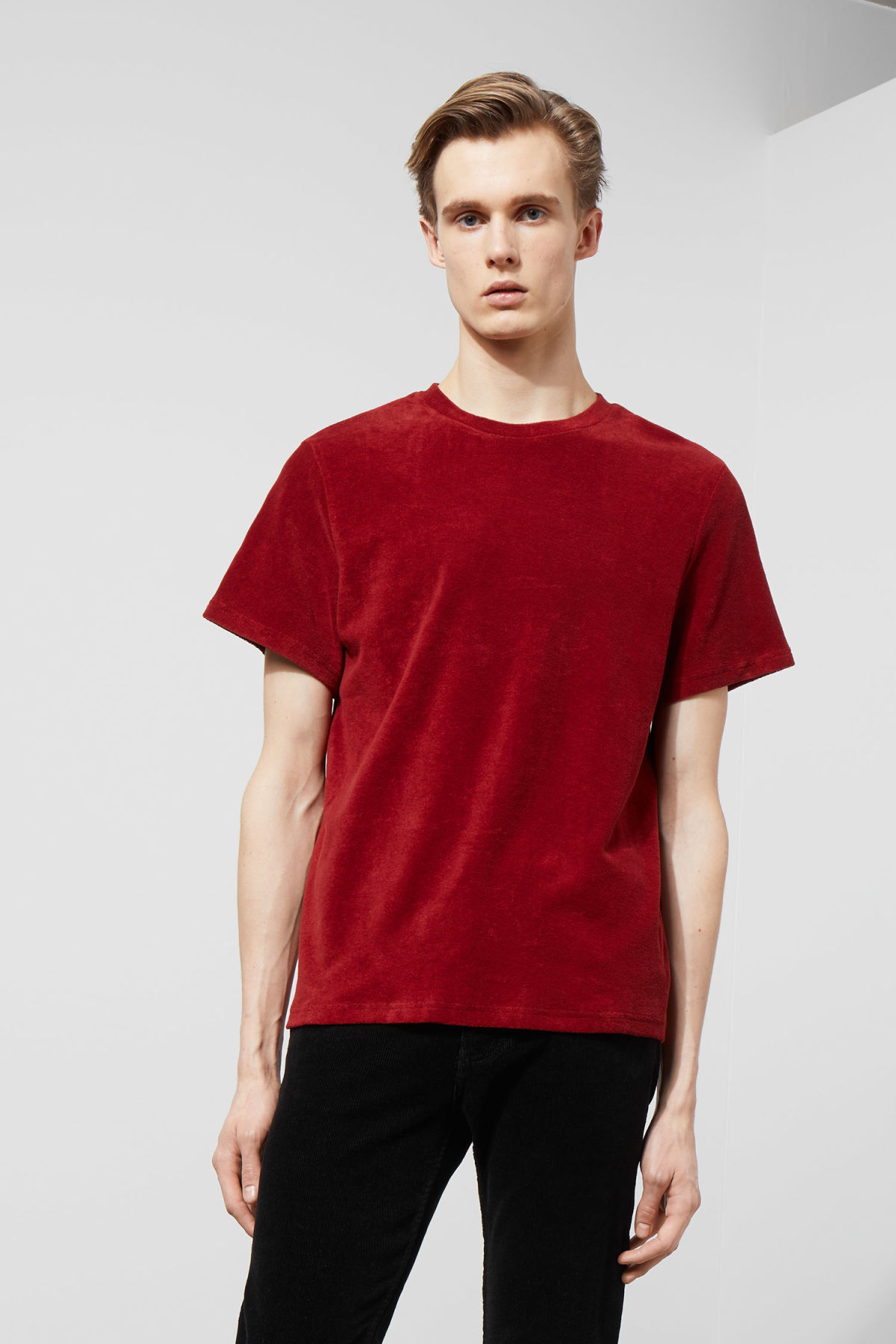 Model front image of Weekday towel t-shirt in red