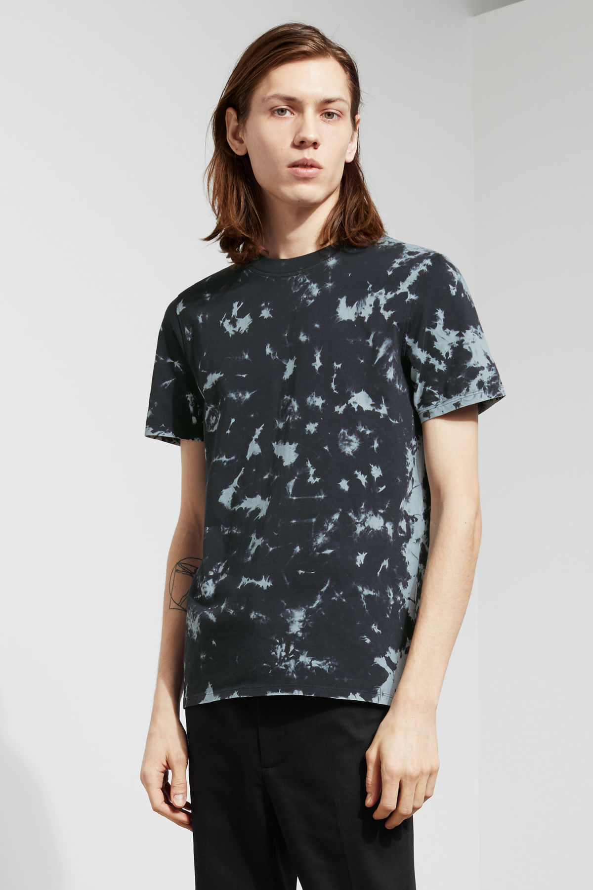 Model front image of Weekday bob dyed t-shirt in black