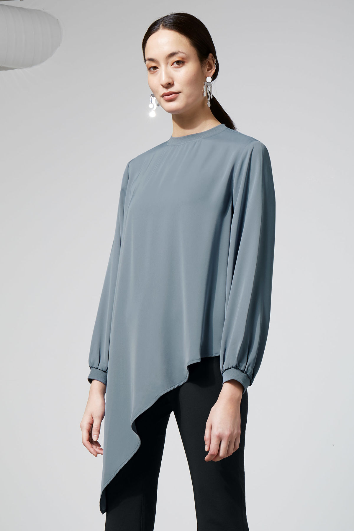 Model front image of Weekday clemence blouse in blue