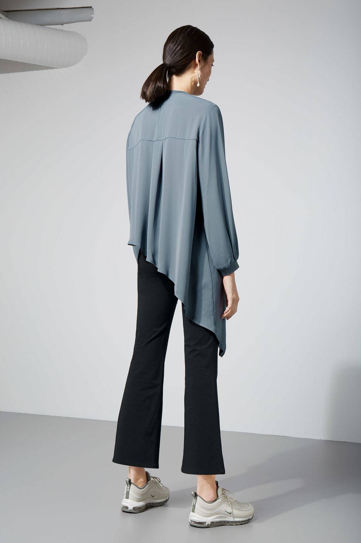 Model back image of Weekday clemence blouse in blue