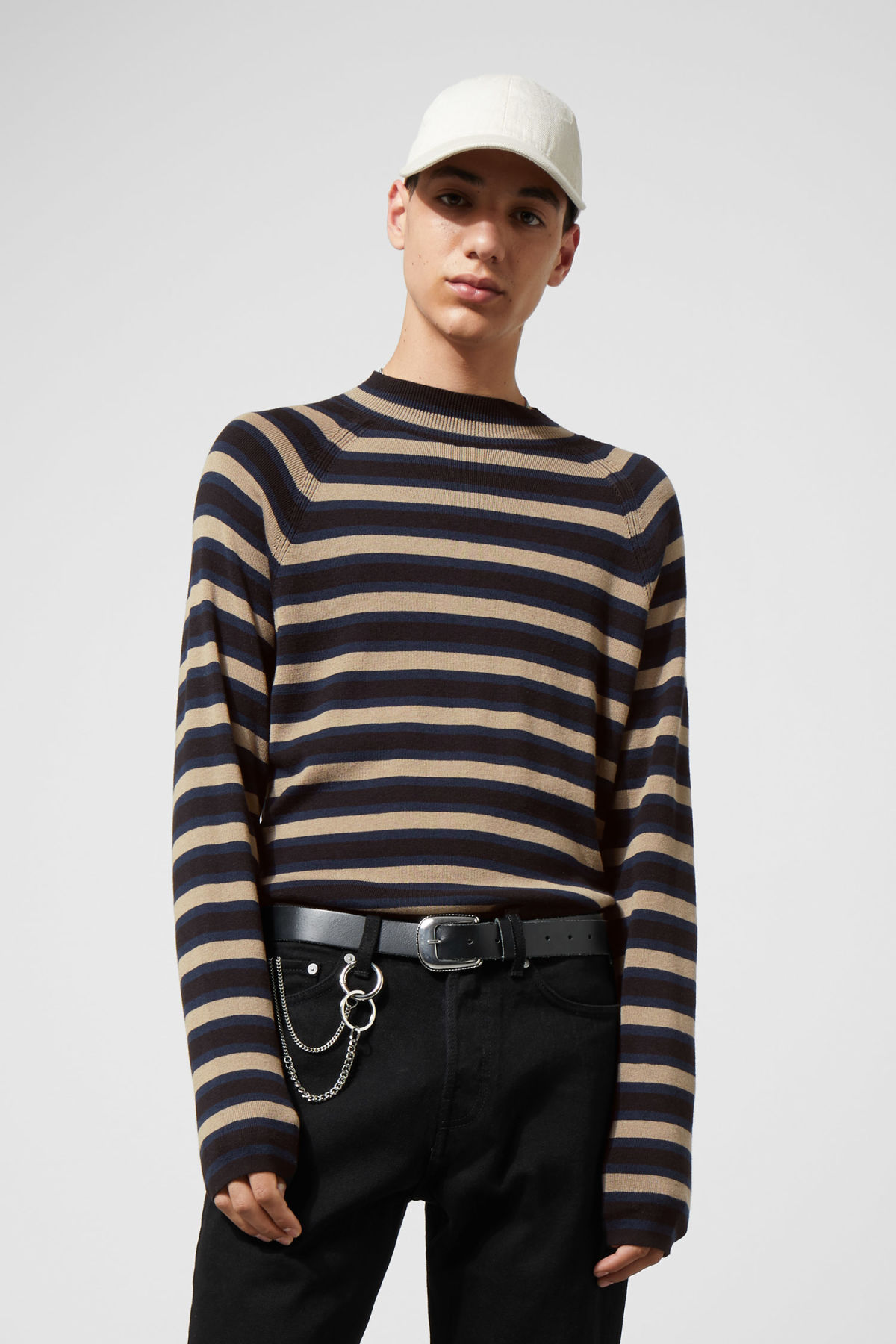 Model front image of Weekday true sweater in black