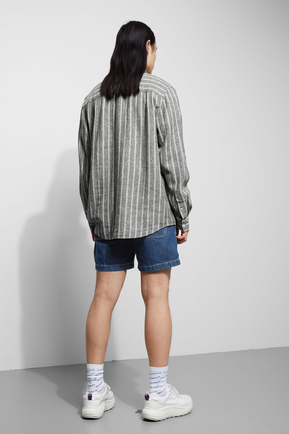 Model back image of Weekday lead striped shirt in blue