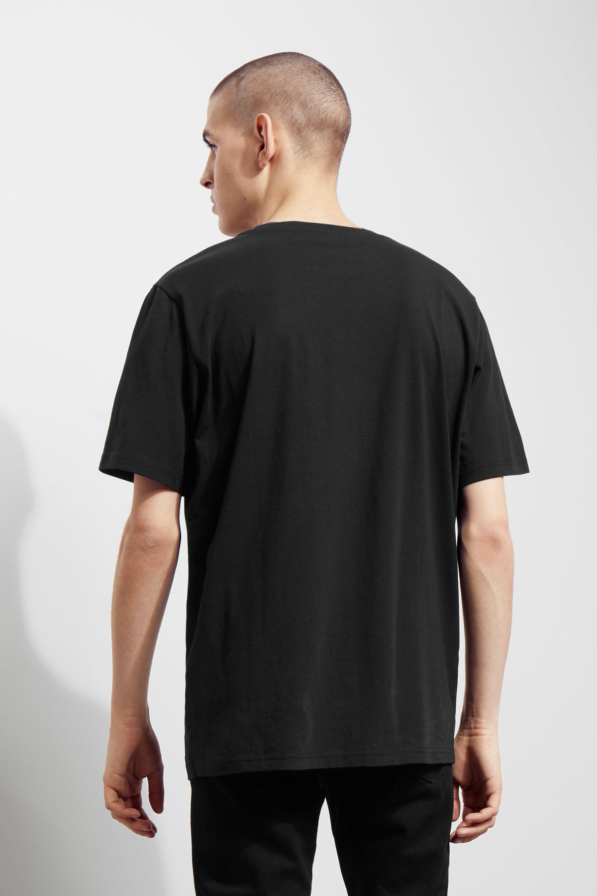Model back image of Weekday frank seahorse t-shirt in black